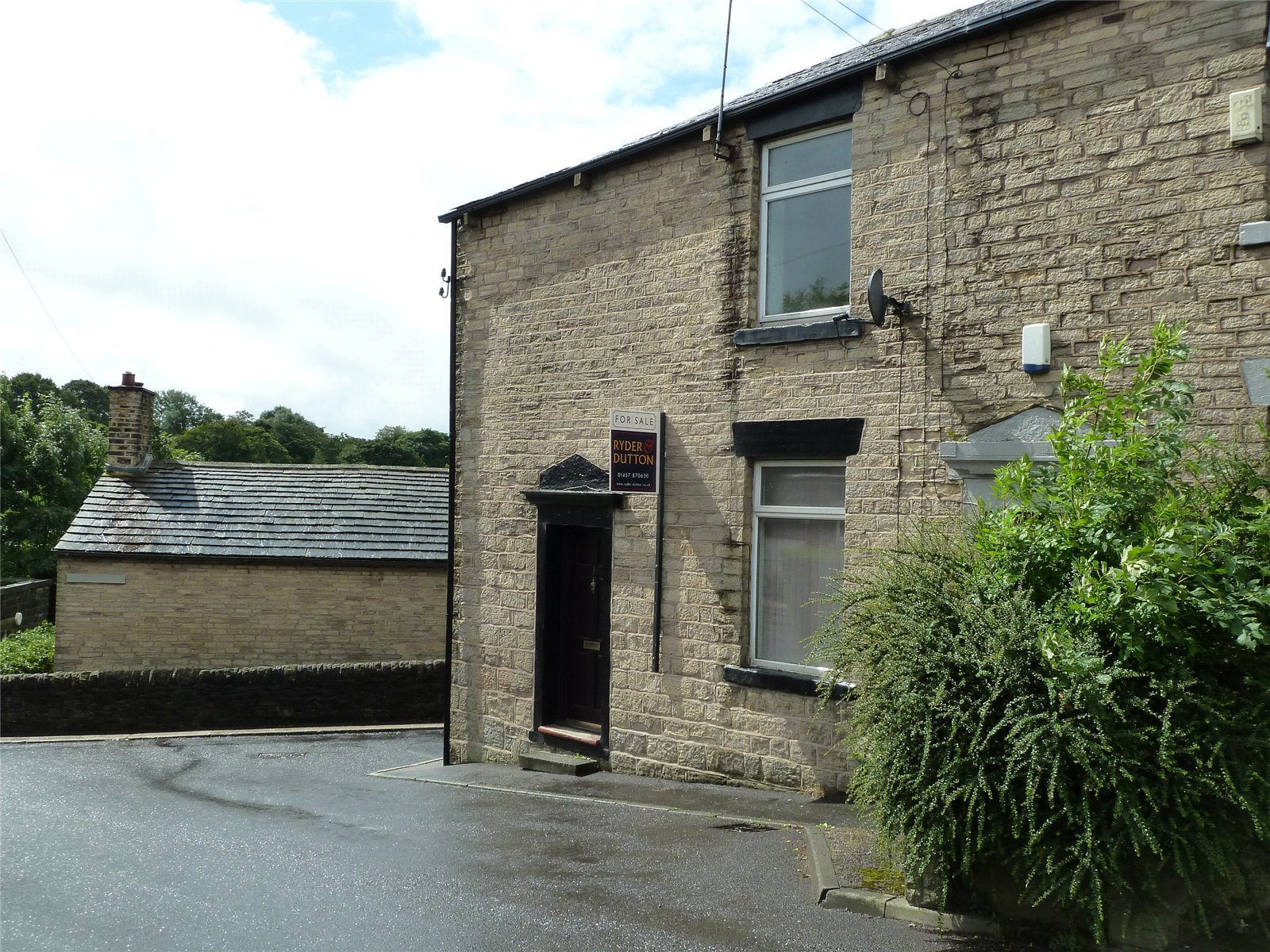 2 Bedrooms End Of Terrace House for sale in Co-operative Street, Springhead, Saddleworth, OL4