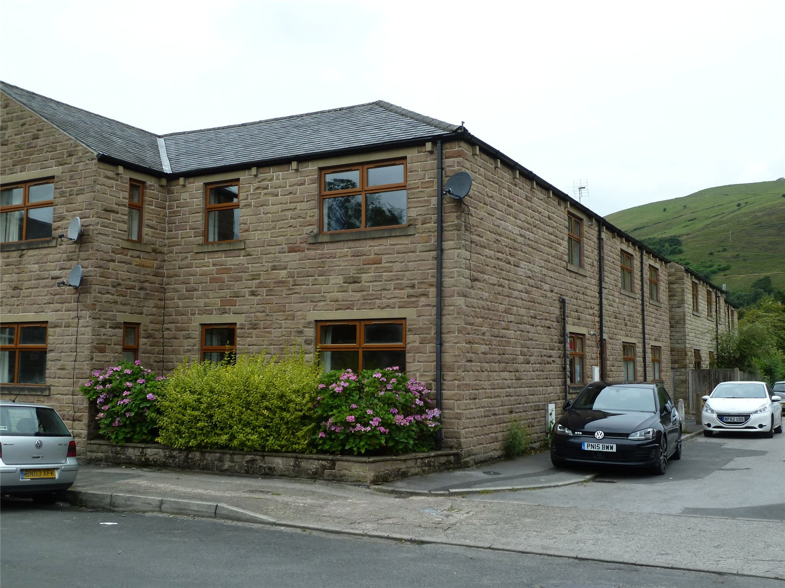 1 Bedroom Apartment Flat for sale in Frenches Court, Greenfield, Saddleworth, OL3