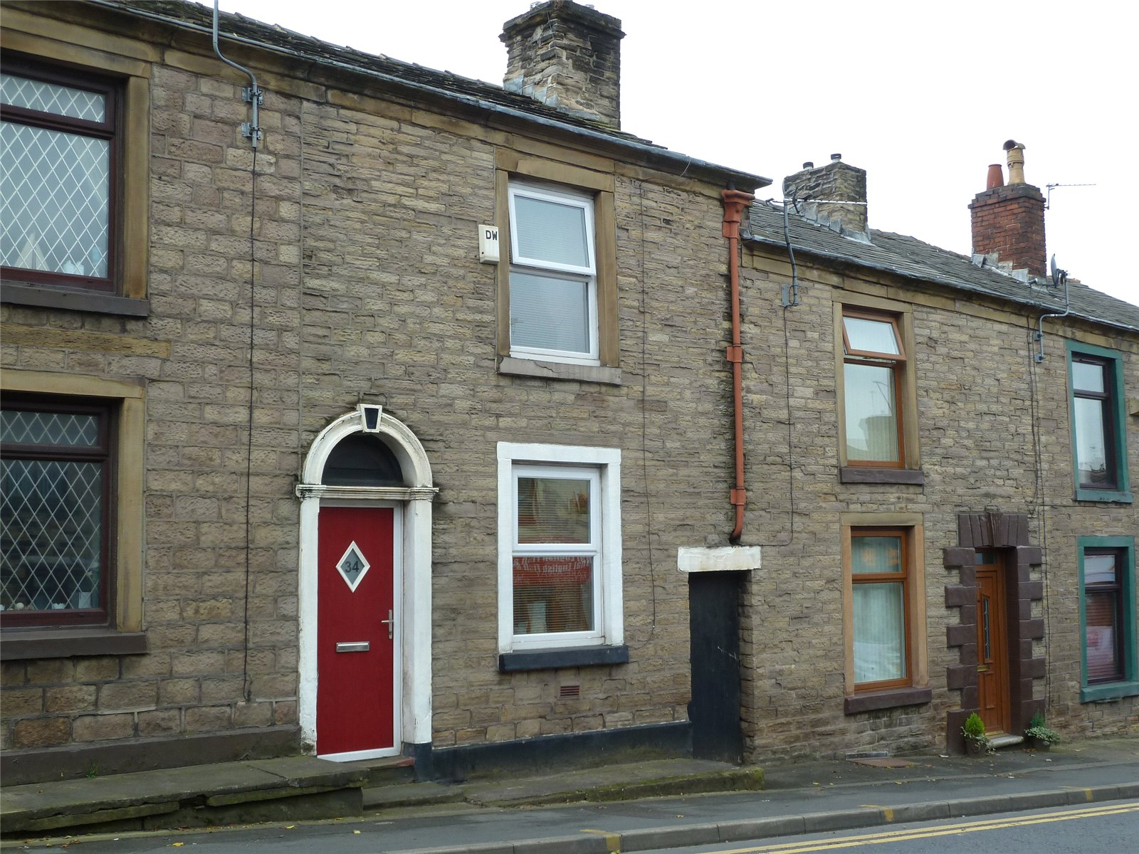 2 Bedrooms Terraced House for sale in Oldham Road, Springhead, Saddleworth, OL4