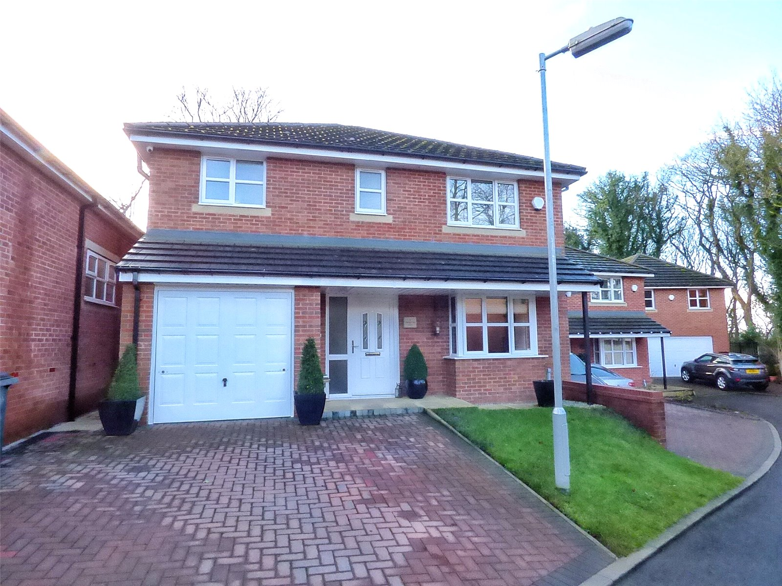 4 Bedrooms Detached House for sale in Crompton Hall, Shaw, Oldham, OL2