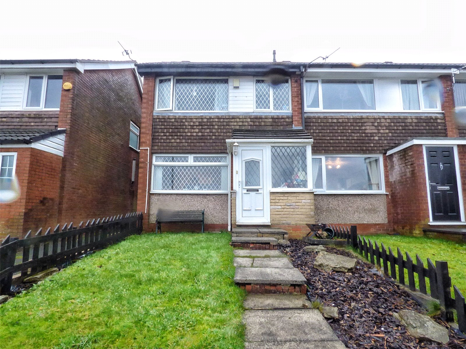 3 Bedrooms End Of Terrace House for sale in Parkgate Way, Shaw, Oldham, Greater Manchester, OL2