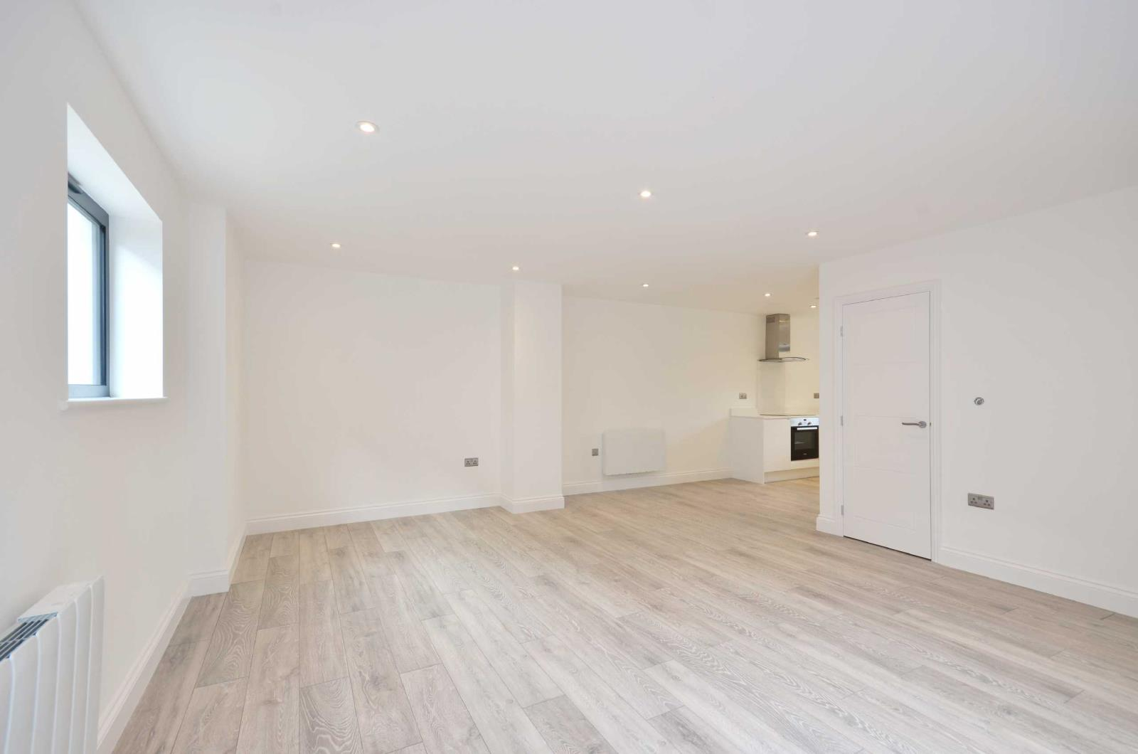 3 Bedrooms Flat for sale in The Parade, Watford, Hertfordshire, WD17