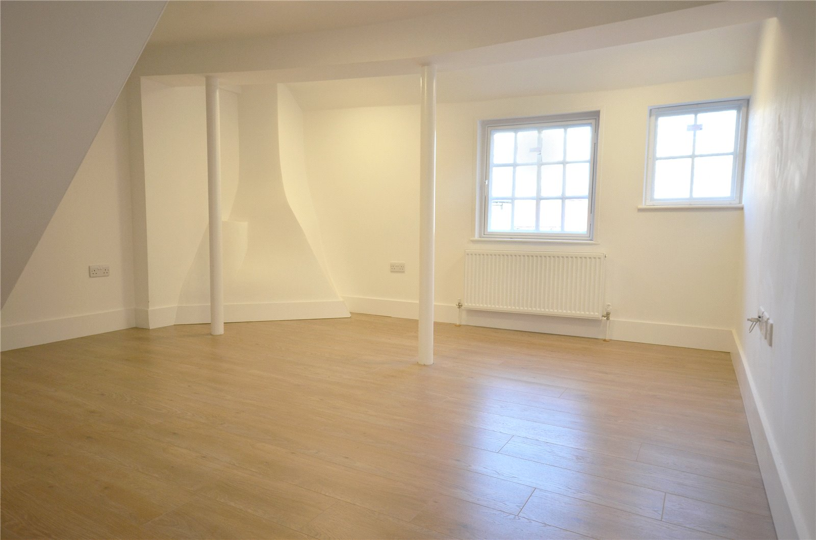2 Bedrooms Flat for sale in High Street, Rickmansworth, Hertfordshire, WD3