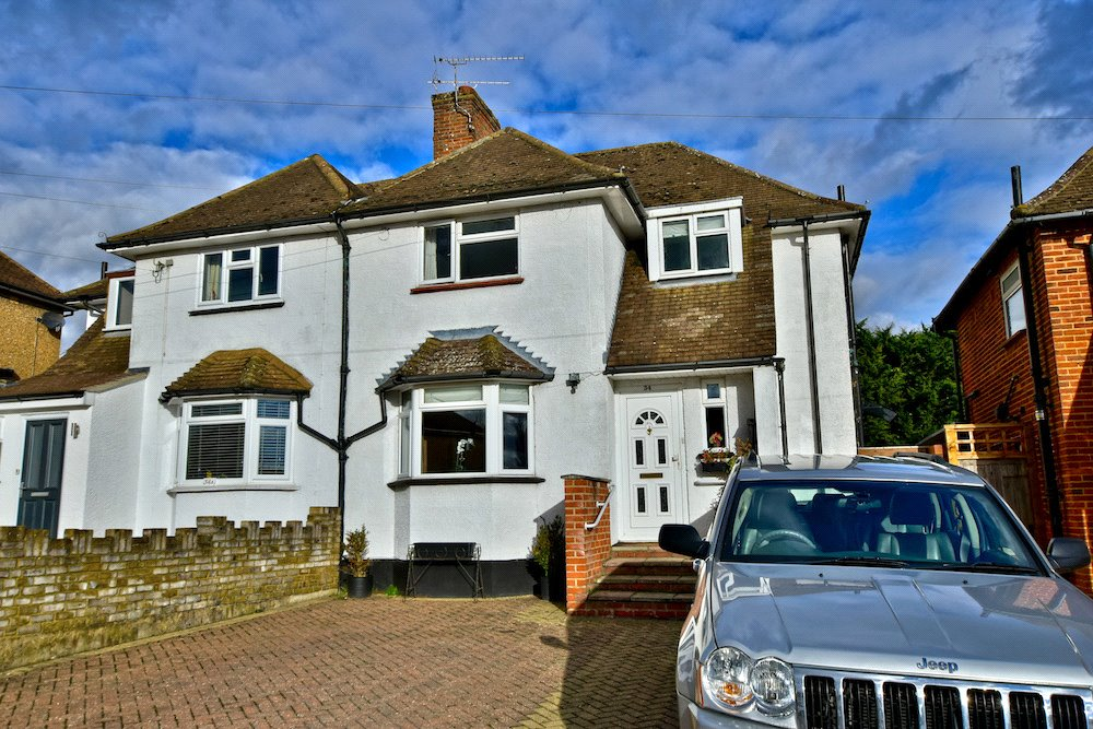 3 Bedrooms Semi Detached House for sale in The Greenway, Rickmansworth, Hertfordshire, WD3