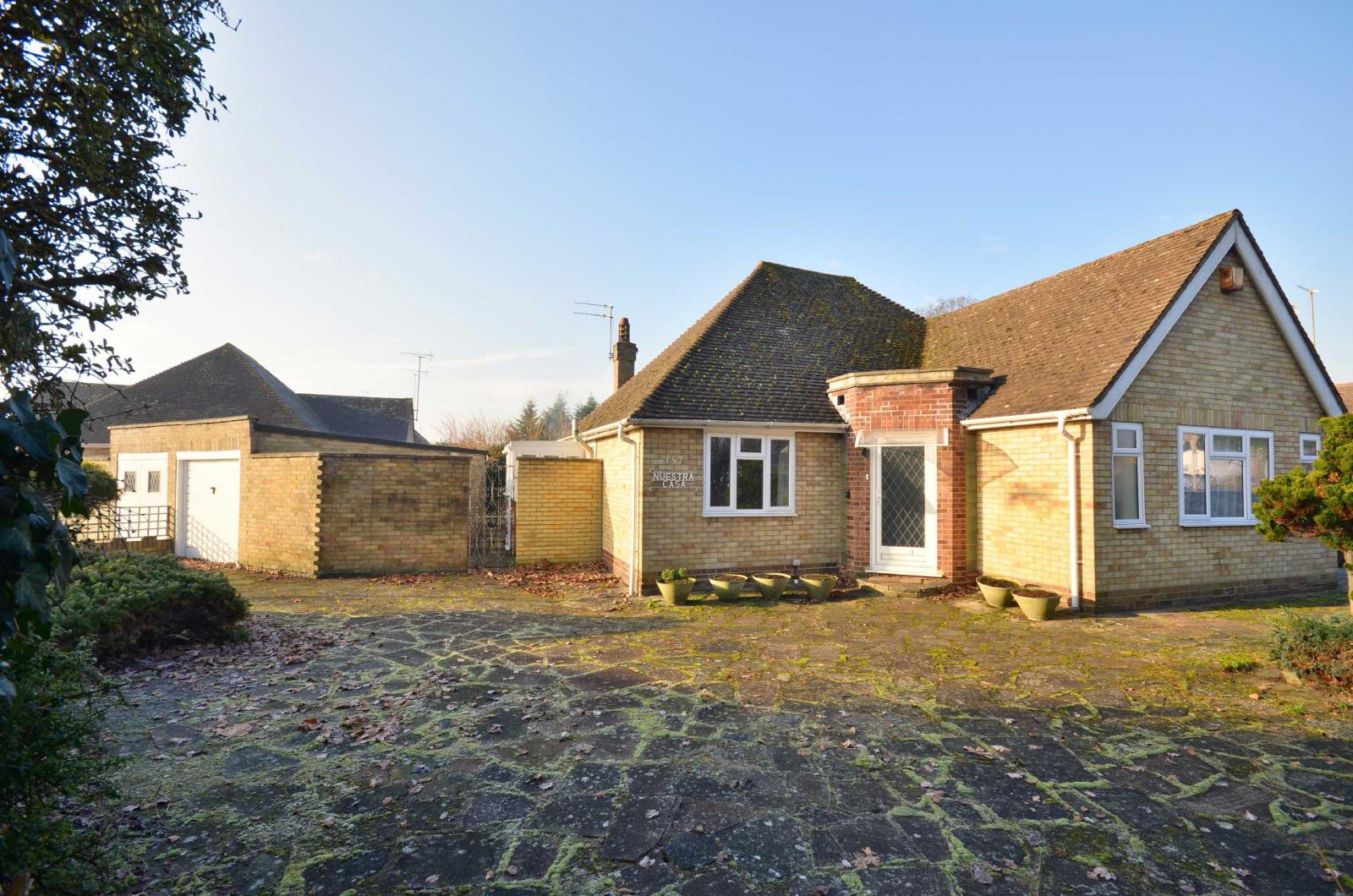 3 Bedrooms Detached Bungalow for sale in Cassiobury Drive, Watford, Hertfordshire, WD17