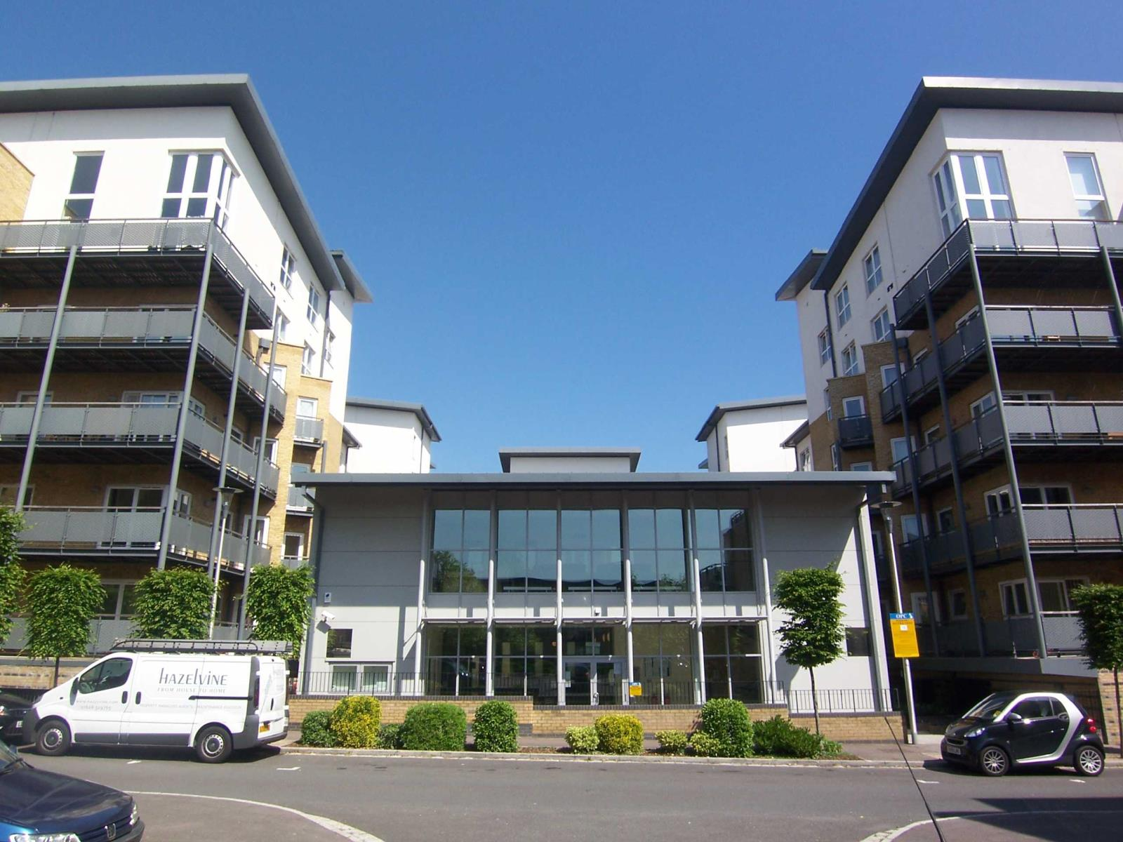 3 Bedrooms Flat for sale in Catalonia Apartments, Metropolitan Station Approach, Watford, Hertfordshire, WD18