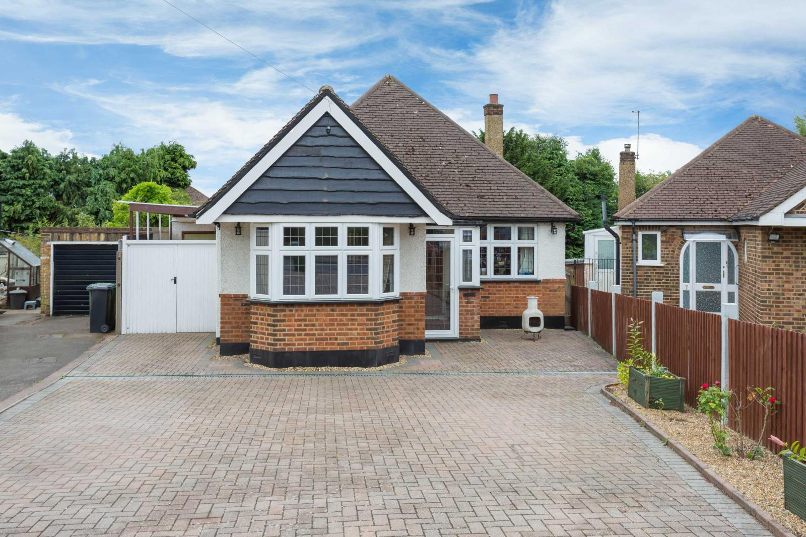 3 Bedrooms Detached Bungalow for sale in Strangeways, Watford, Hertfordshire, WD17