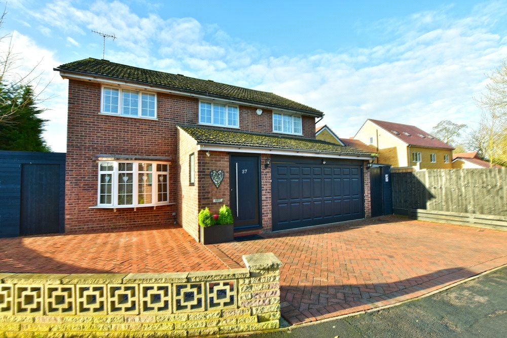 6 Bedrooms Terraced Bungalow for sale in Baytree Walk, Watford, Hertfordshire, WD17