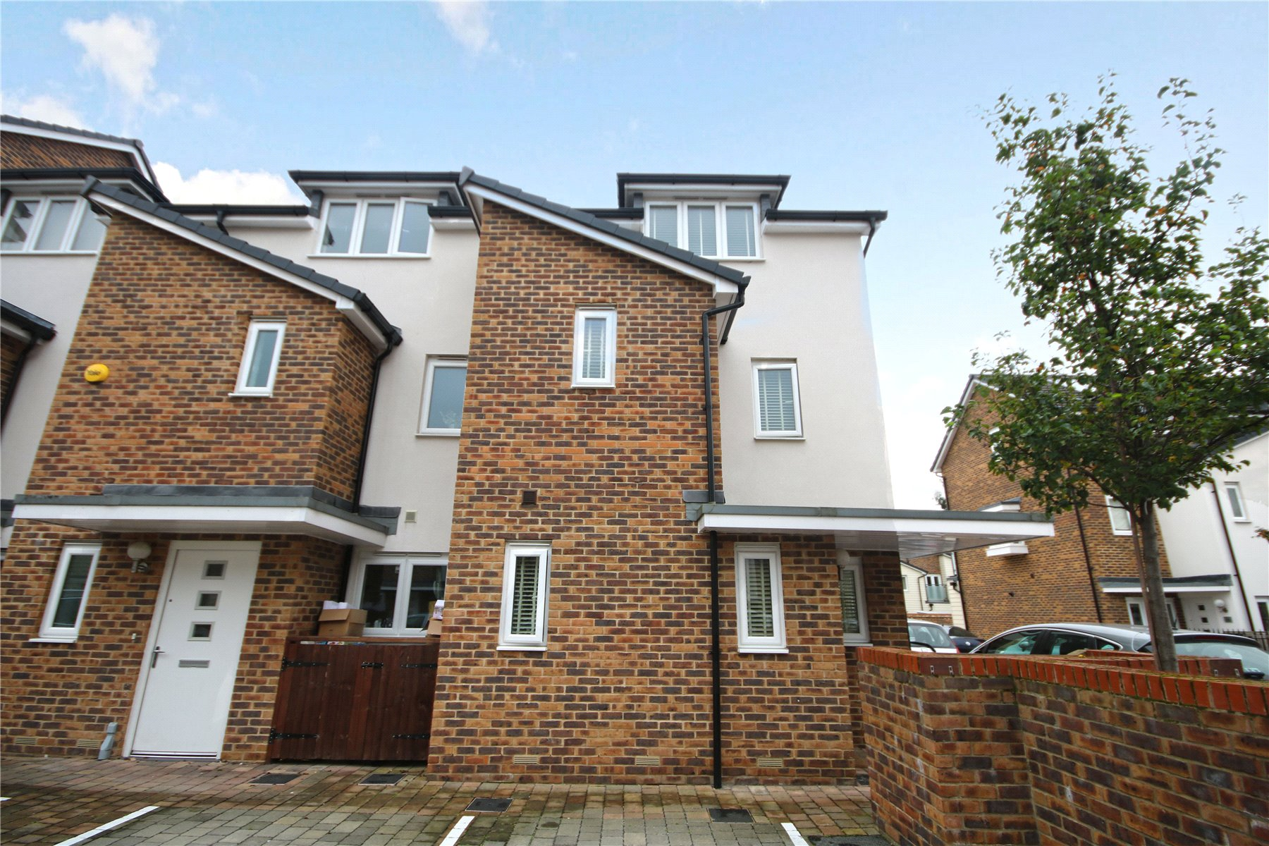 3 Bedrooms House for sale in Pyle Close, Addlestone, Surrey, KT15