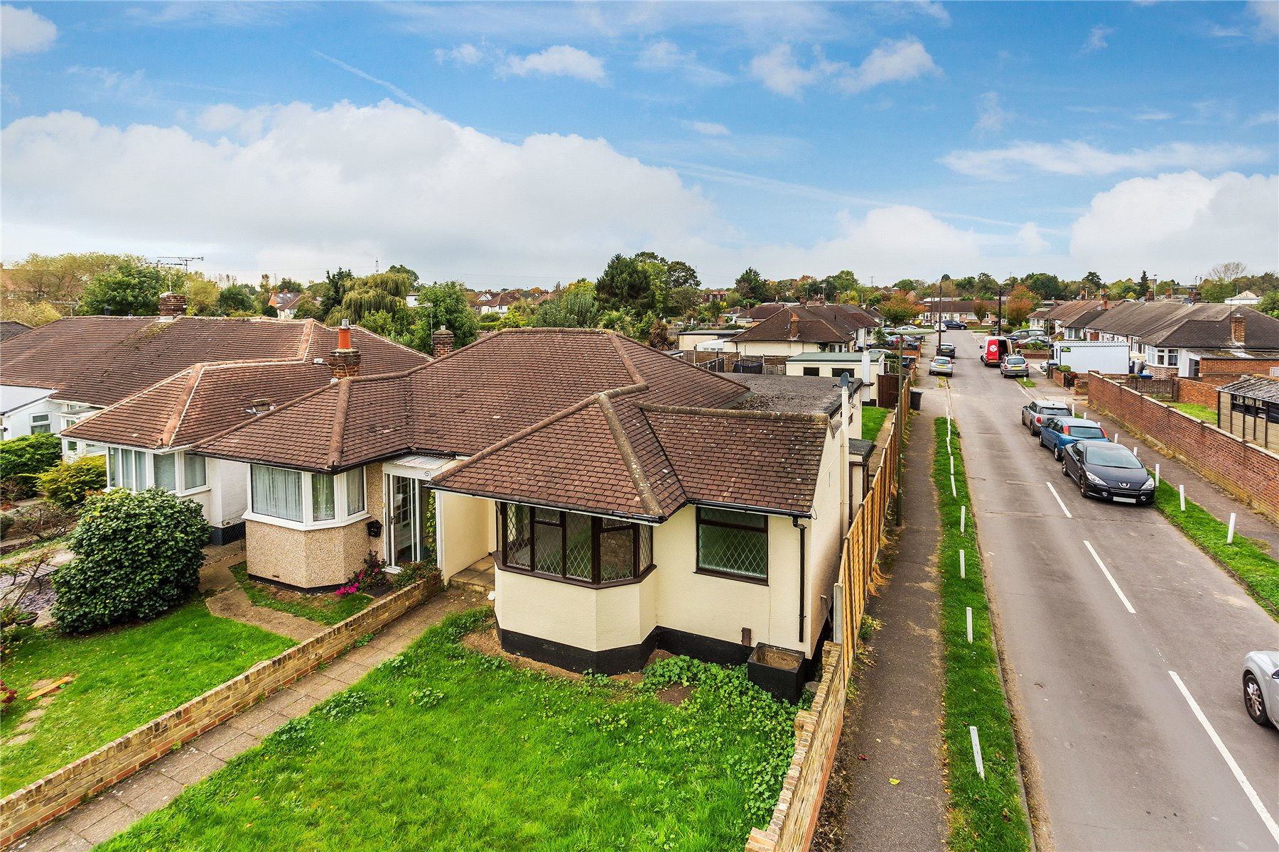 2 Bedrooms Semi Detached Bungalow for sale in Fordwater Road, Chertsey, Surrey, KT16