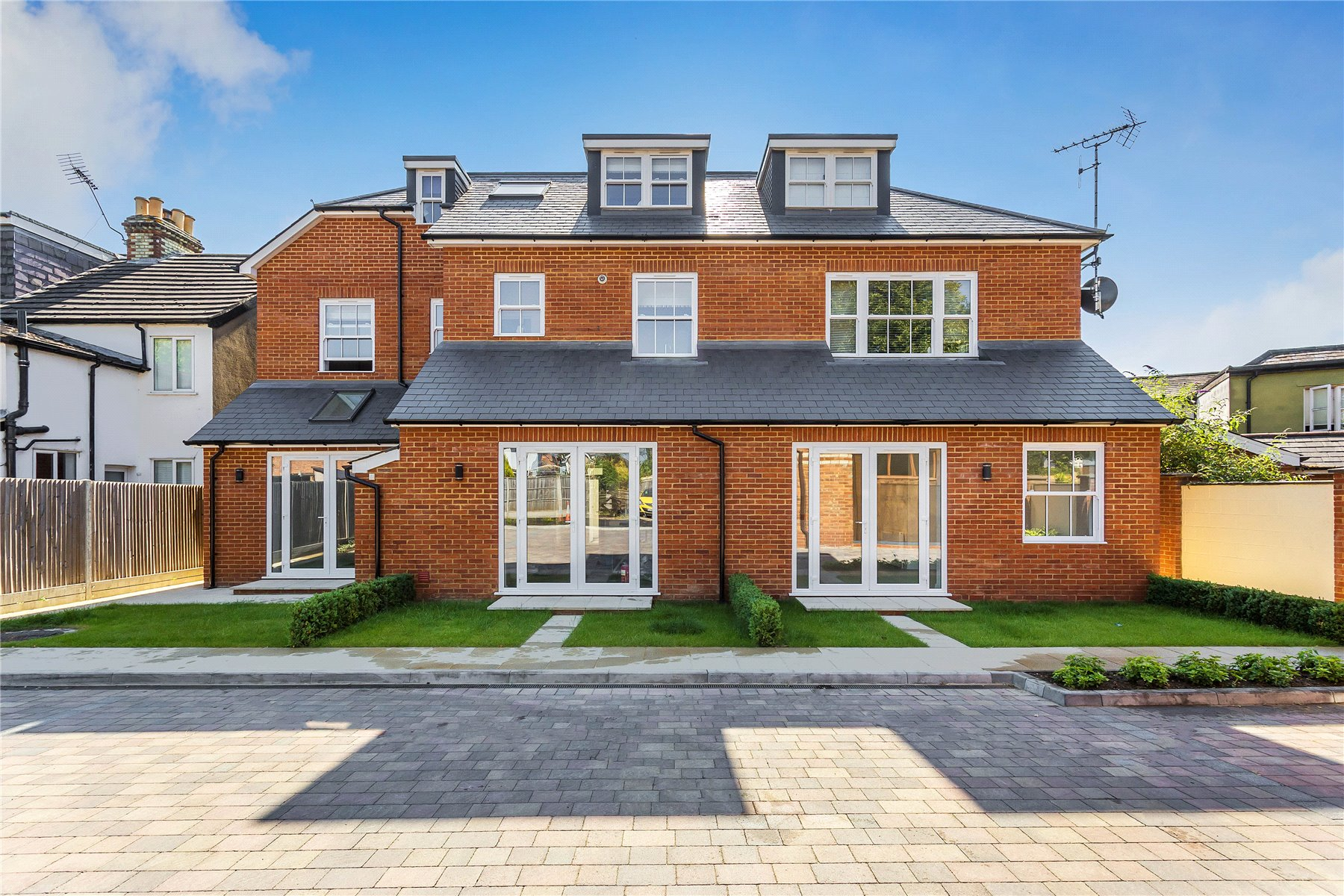 1 Bedroom Apartment Flat for sale in Ely House, 27 High Street, Addlestone, Surrey, KT15