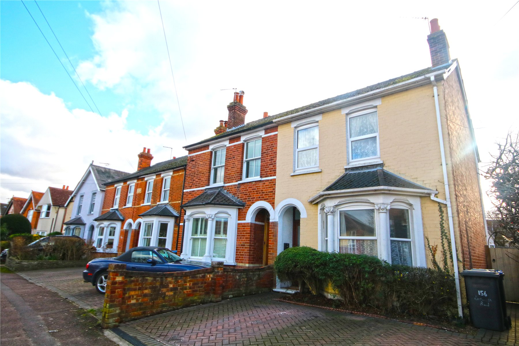 3 Bedrooms Semi Detached House for sale in Eastworth Road, Chertsey, Surrey, KT16