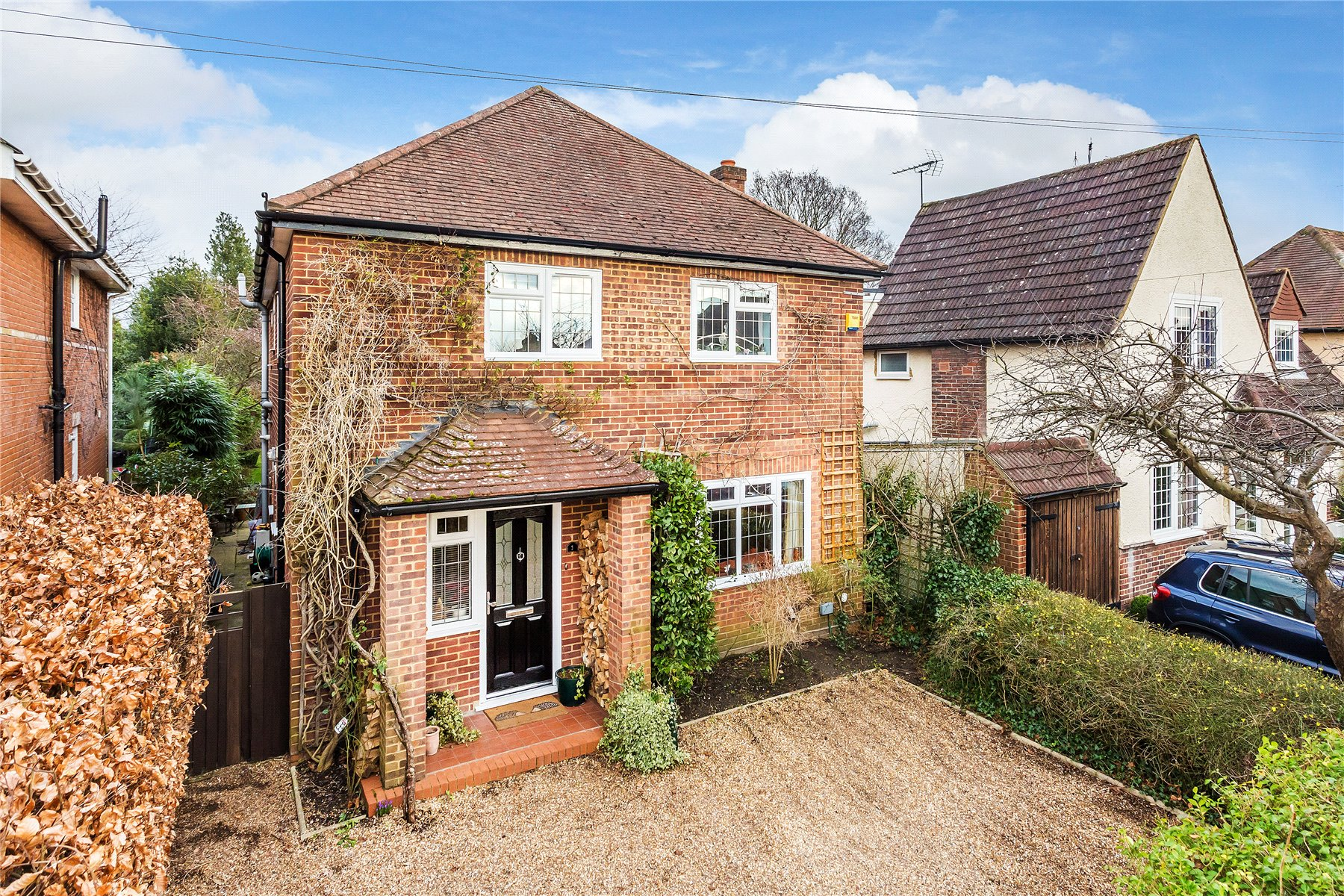 4 Bedrooms Detached House for sale in Kirby Road, Horsell, Surrey, GU21