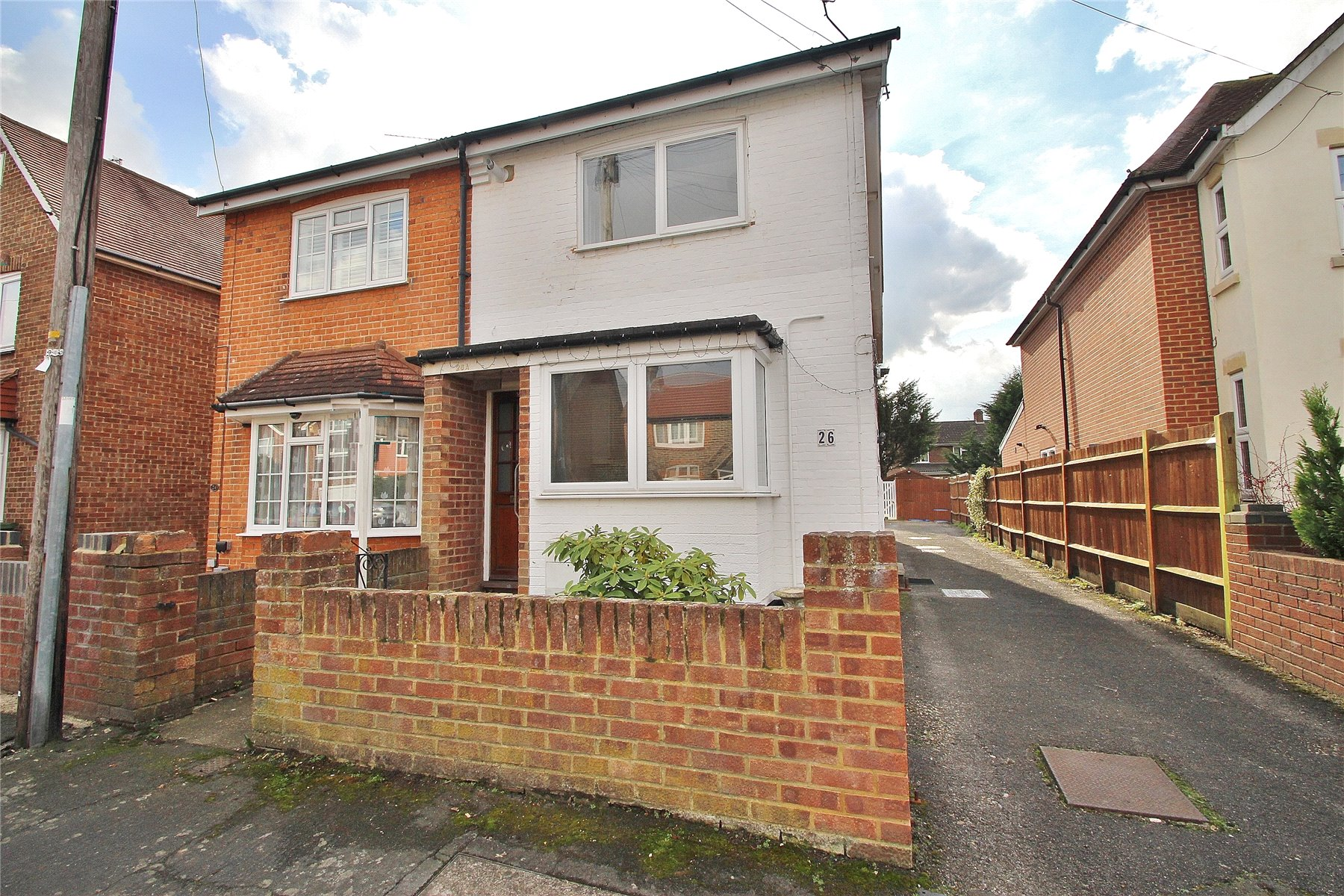 2 Bedrooms Maisonette Flat for sale in Abbey Road, Horsell, Surrey, GU21