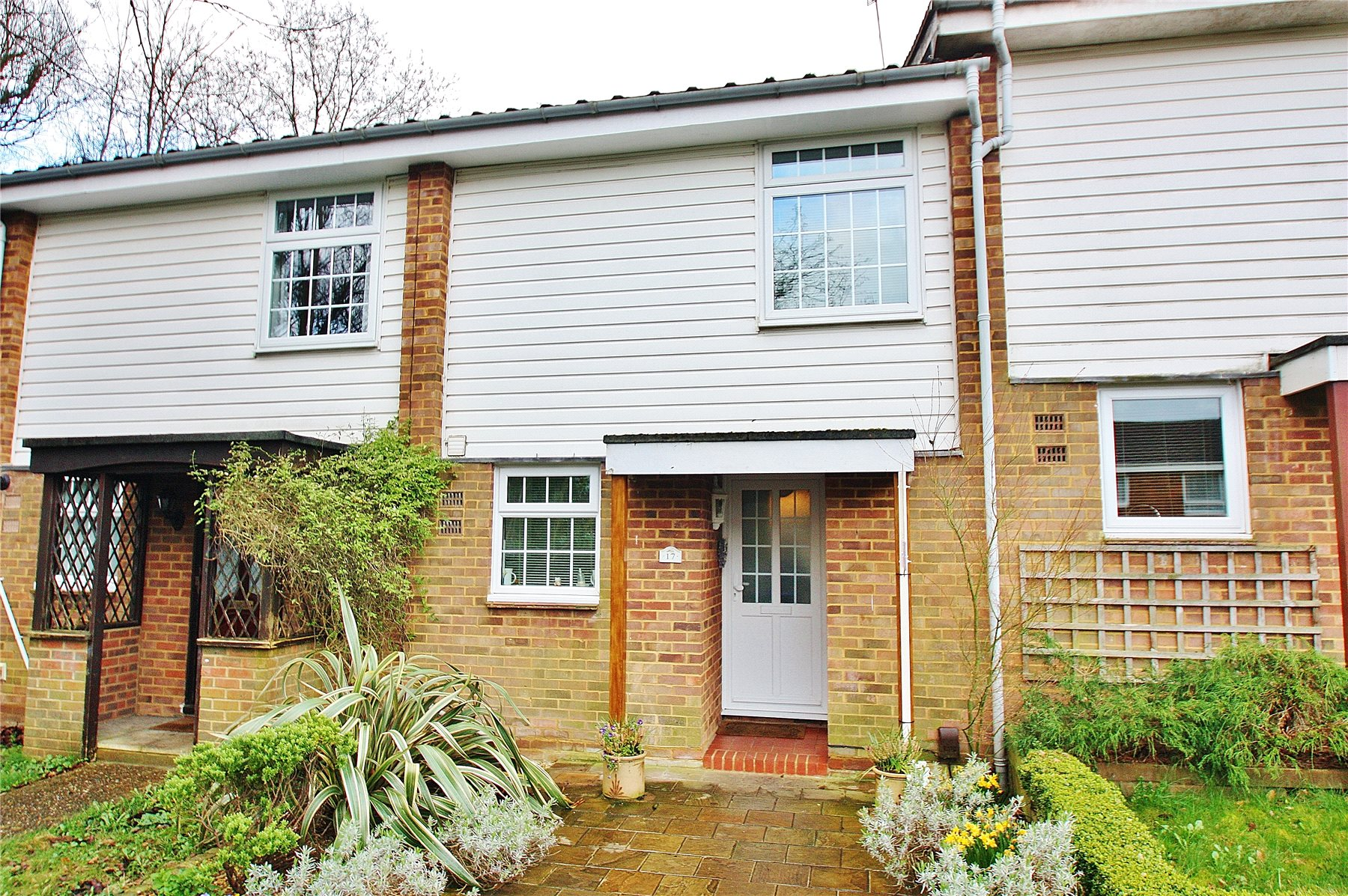 3 Bedrooms Terraced House for sale in Tolldene Close, Knaphill, Woking, Surrey, GU21