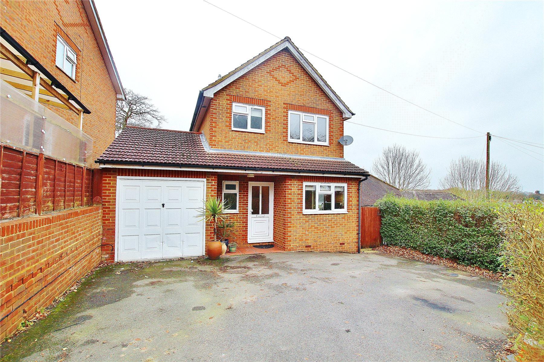3 Bedrooms Detached House for sale in Beechwood Road, Knaphill, Woking, Surrey, GU21