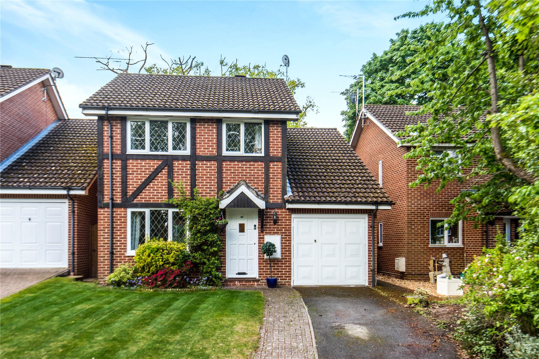 4 Bedrooms Detached House for sale in The Orchard, Lightwater, Surrey, GU18