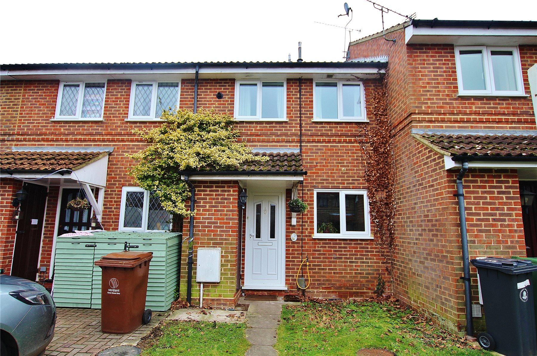 2 Bedrooms Terraced House for sale in Rosebury Drive, Bisley, Woking, Surrey, GU24