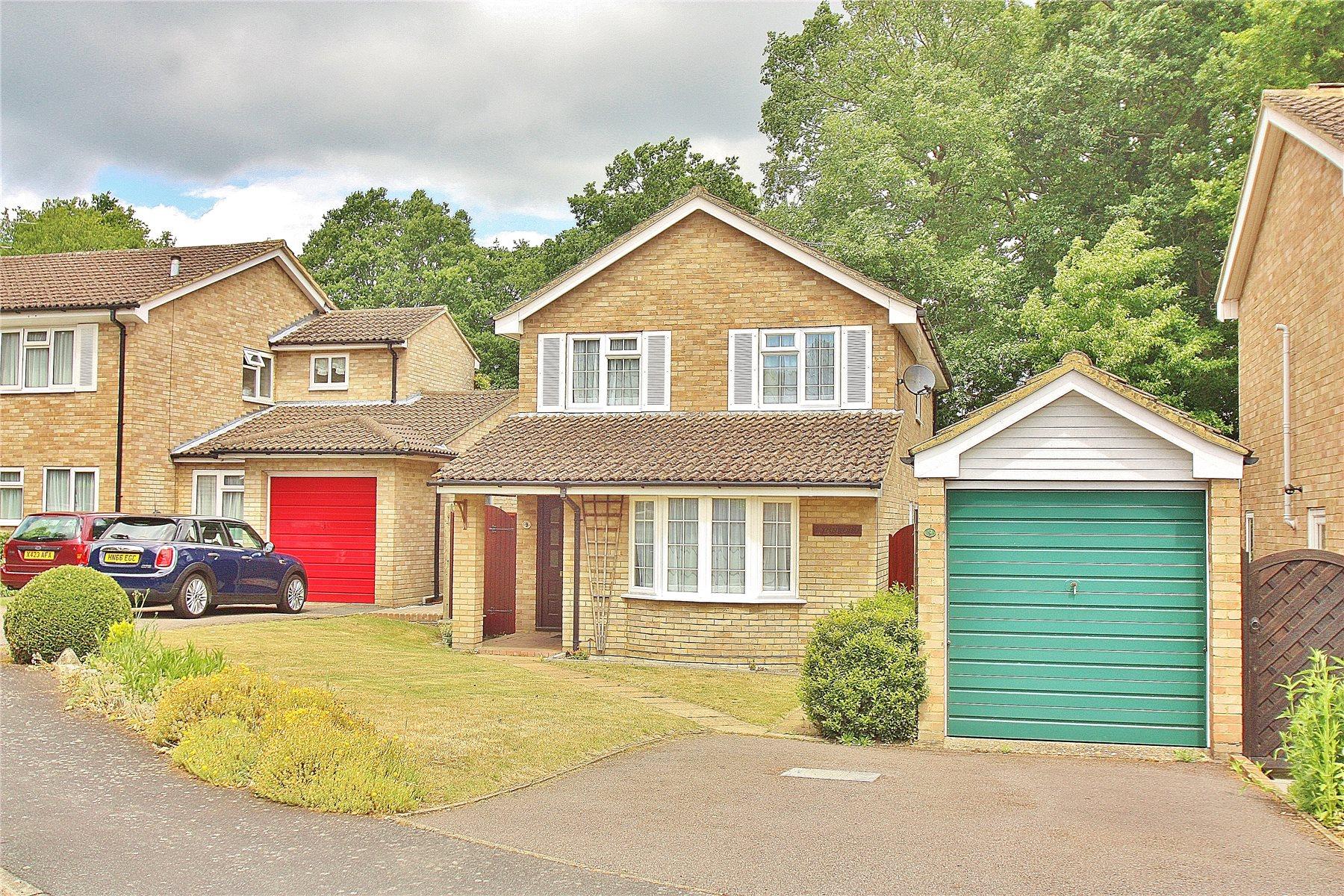 4 Bedrooms Detached House for sale in Lockswood, Brookwood, Woking, Surrey, GU24
