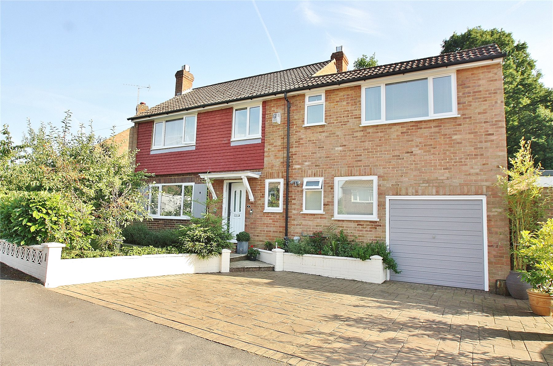 4 Bedrooms Detached House for sale in Elmwood Road, Woking, Surrey, GU21