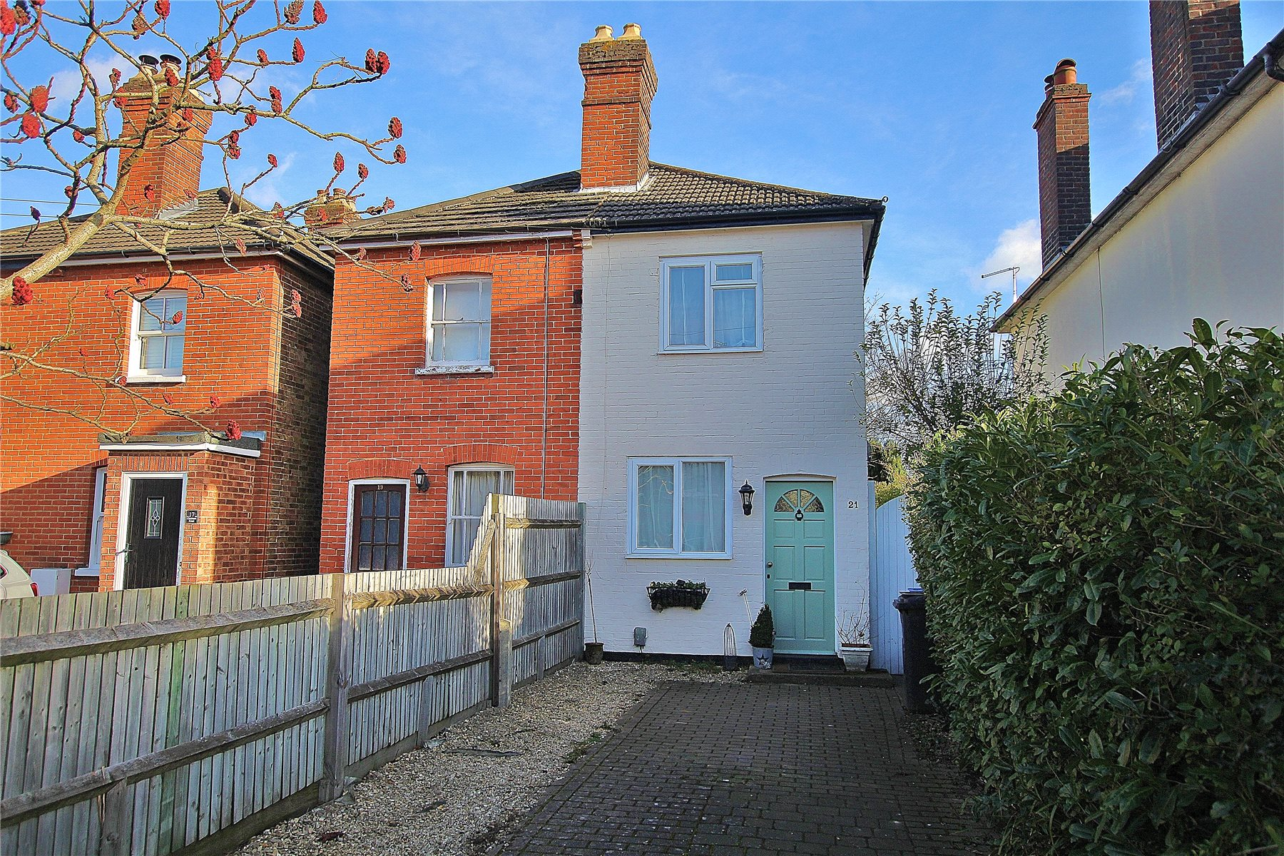 3 Bedrooms House for sale in Chobham Road, Knaphill, Woking, Surrey, GU21