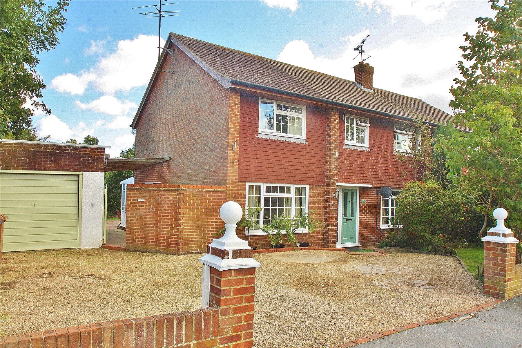 4 Bedrooms Semi Detached House for sale in Pilgrims Way, Bisley, Woking, Surrey, GU24