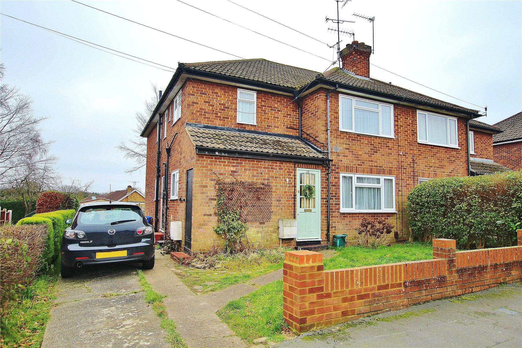 2 Bedrooms Maisonette Flat for sale in Hermitage Woods Crescent, St Johns, Woking, Surrey, GU21