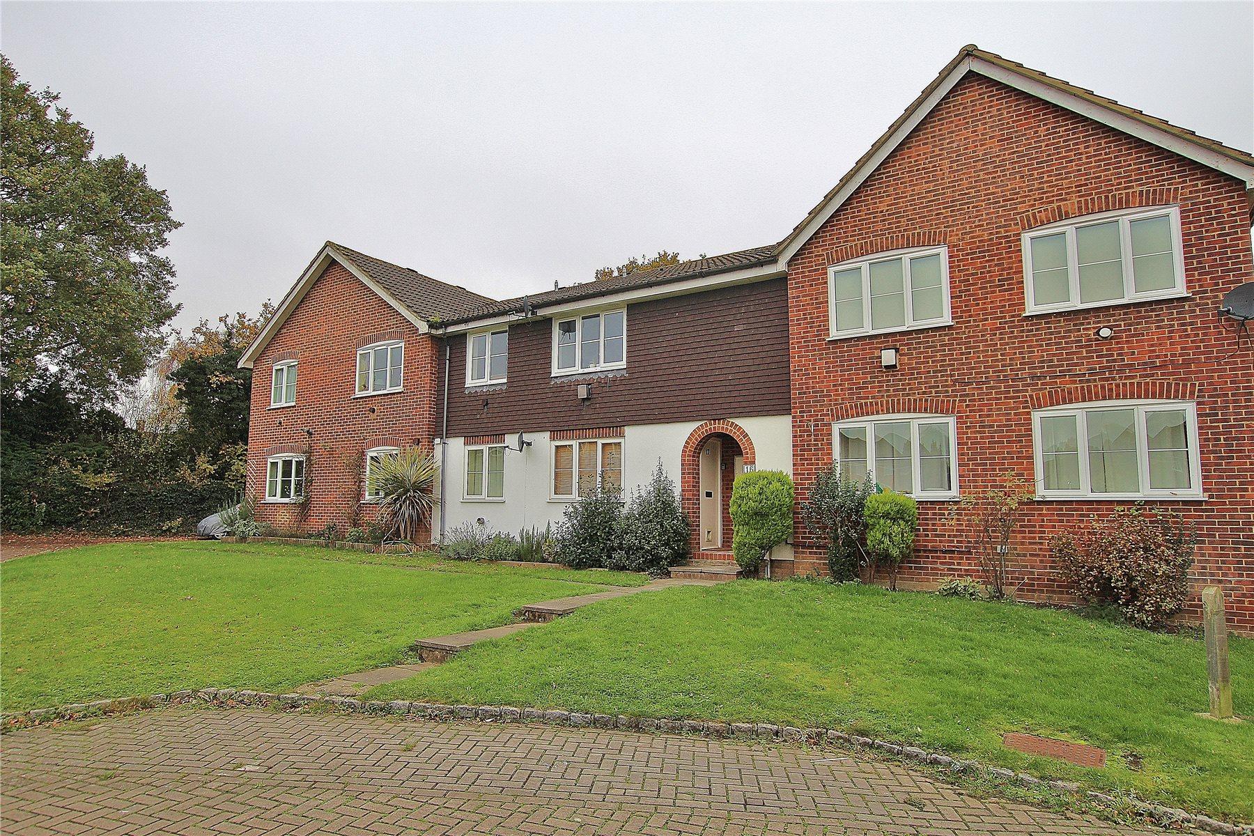 1 Bedroom Apartment Flat for sale in Kingcup Drive, Bisley, Woking, Surrey, GU24