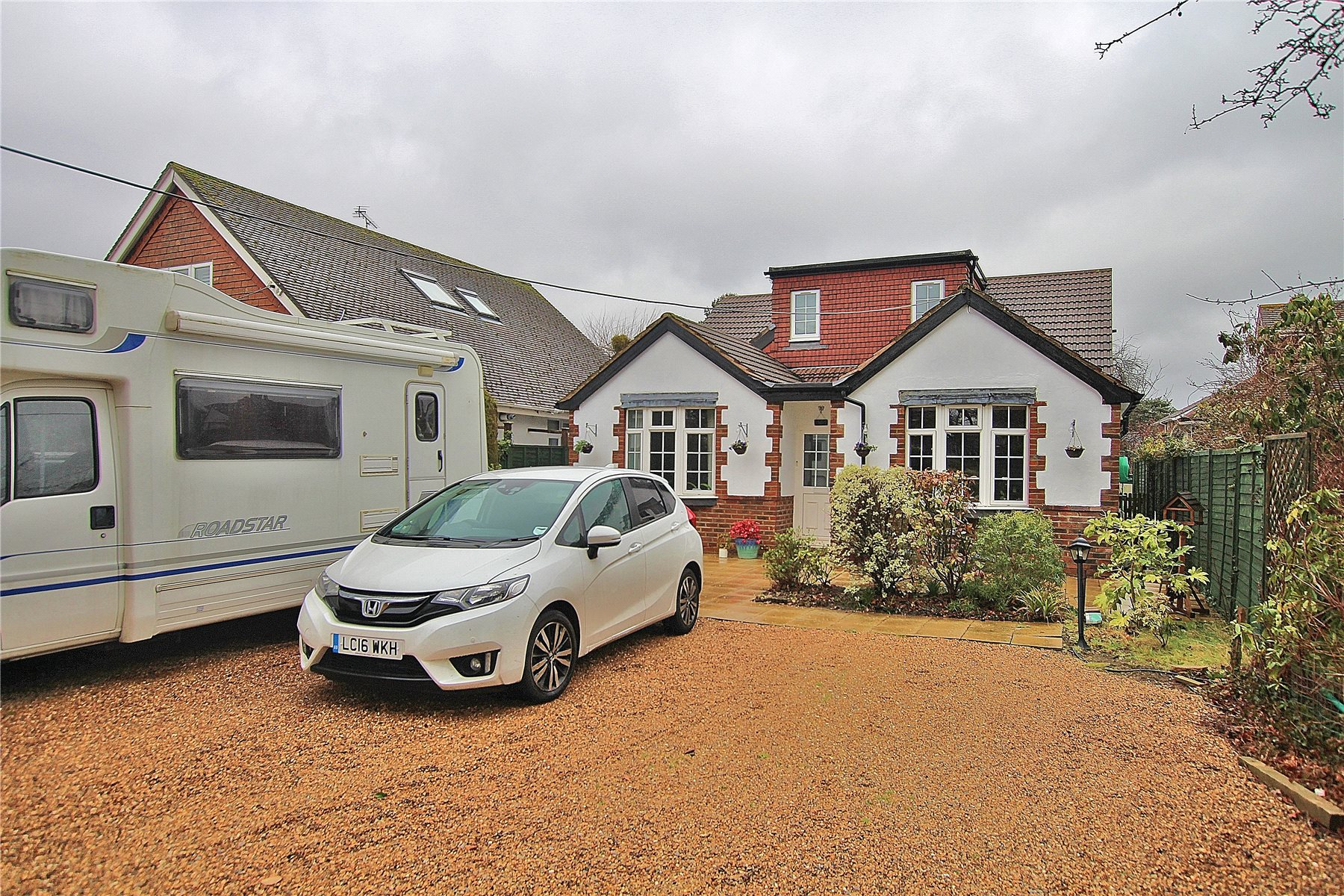 4 Bedrooms Detached Bungalow for sale in Fellow Green, West End, Woking, Surrey, GU24