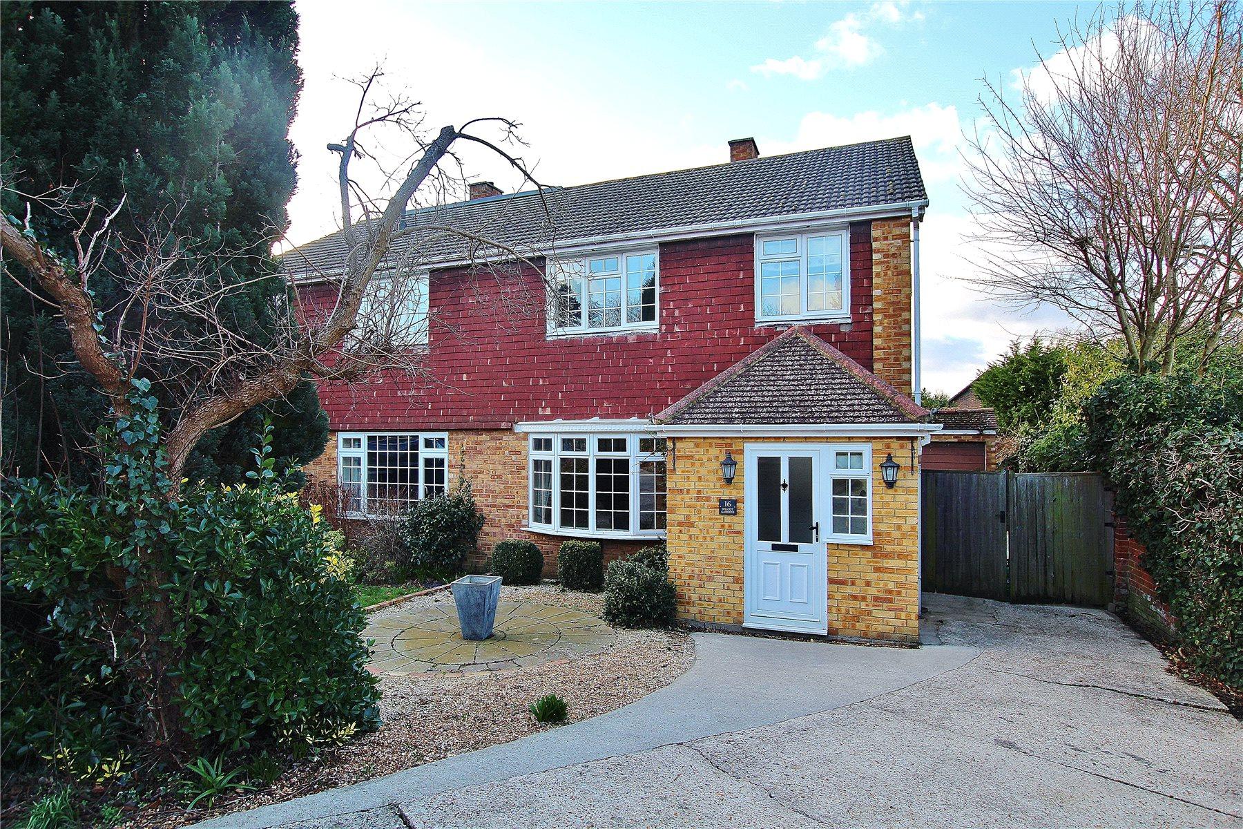 3 Bedrooms Semi Detached House for sale in Wilcot Gardens, Bisley, Woking, Surrey, GU24