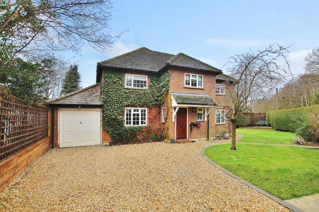 4 Bedrooms Detached House for sale in Chapel Lane, Pirbright, Woking, Surrey, GU24