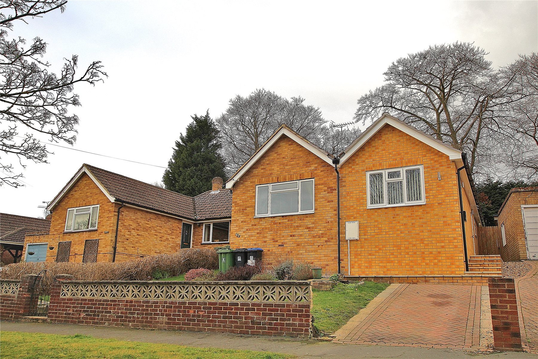 3 Bedrooms Semi Detached Bungalow for sale in Hermitage Woods Crescent, Woking, Surrey, GU21