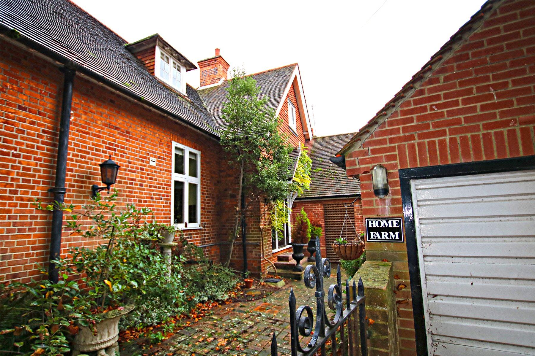3 Bedrooms Detached House for sale in Mill Lane, Byfleet, Surrey, KT14