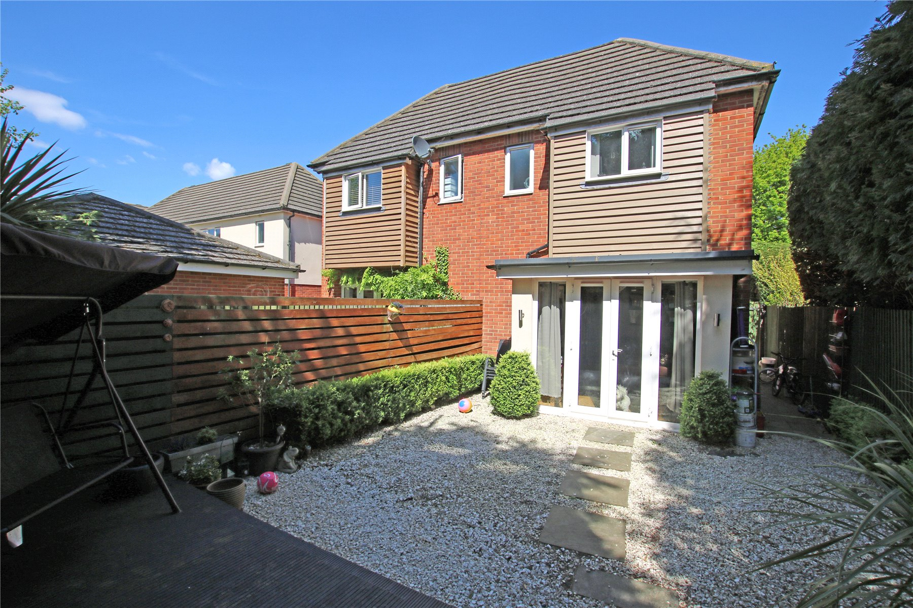 3 Bedrooms Semi Detached House for sale in Mayfield Gardens, New Haw, Addlestone, Surrey, KT15
