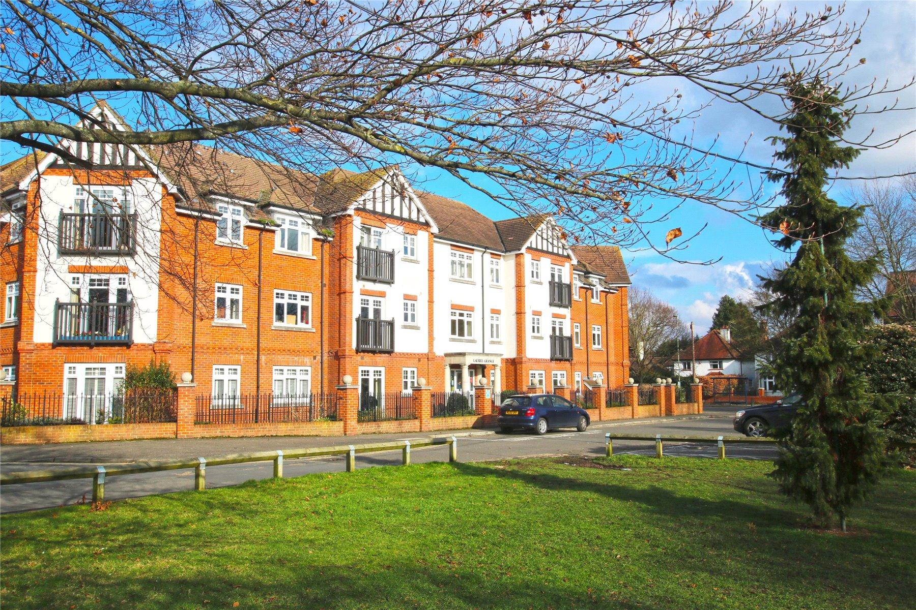 2 Bedrooms Retirement Property for sale in Laurel Grange, High Road, Byfleet, Surrey, KT14