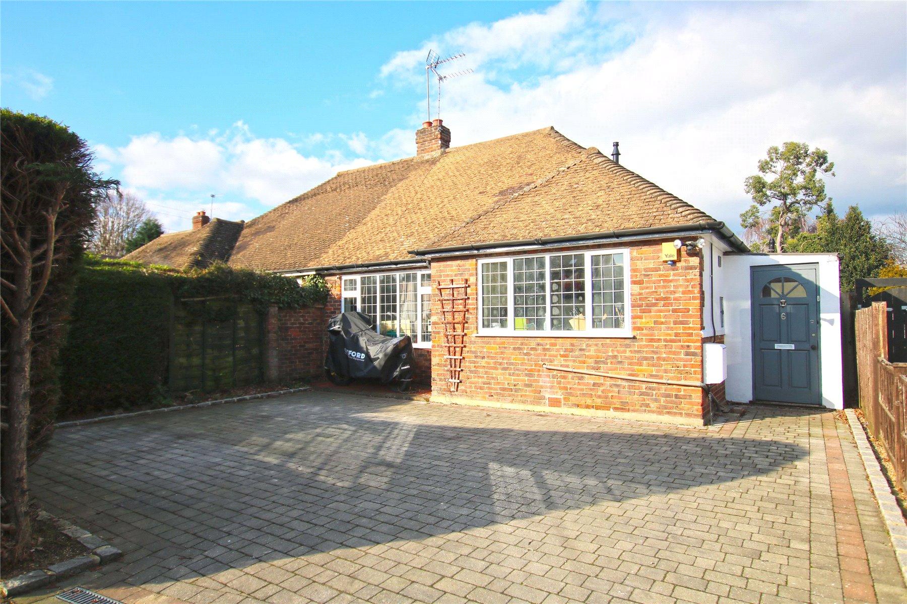 3 Bedrooms Semi Detached Bungalow for sale in Kings Avenue, Byfleet, West Byfleet, Surrey, KT14