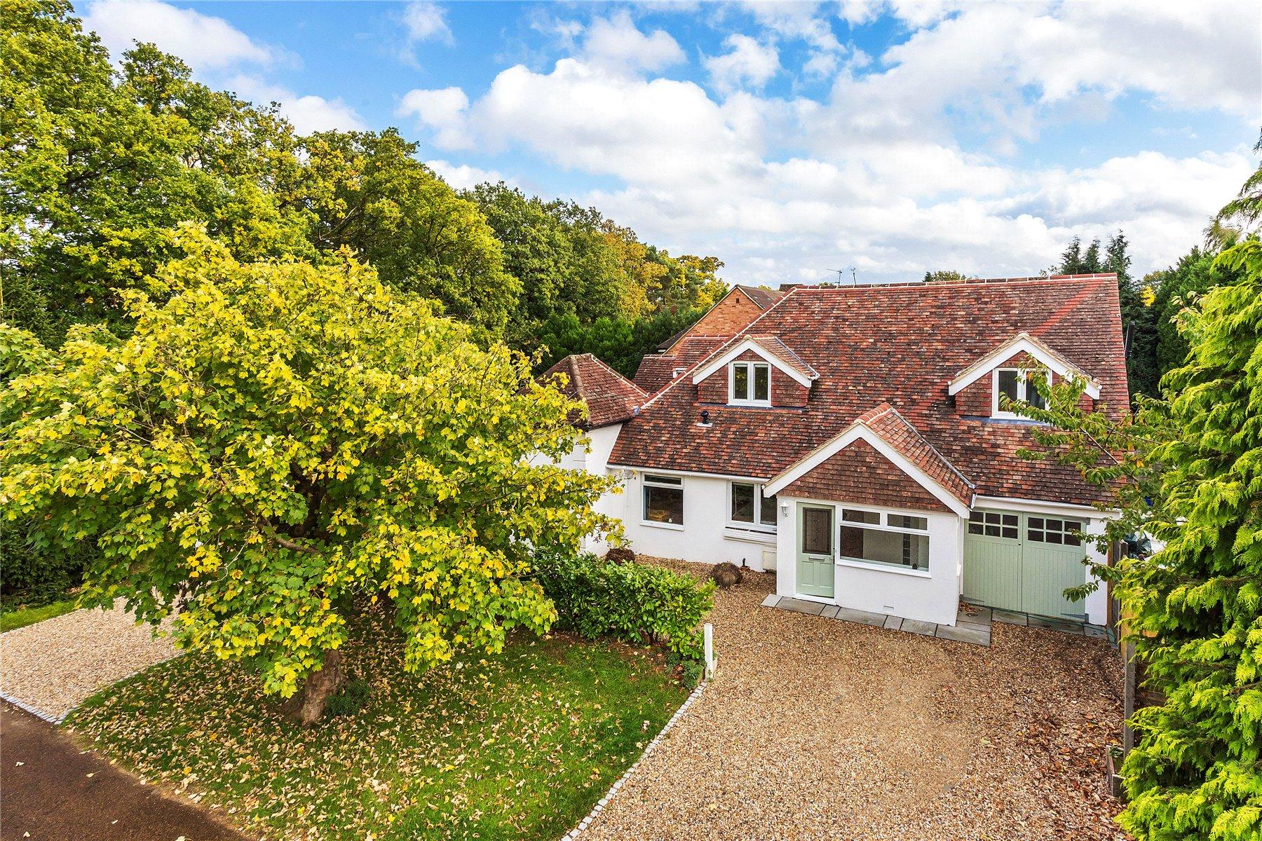 5 Bedrooms Detached House for sale in Sheerwater Avenue, Woodham, Surrey, KT15