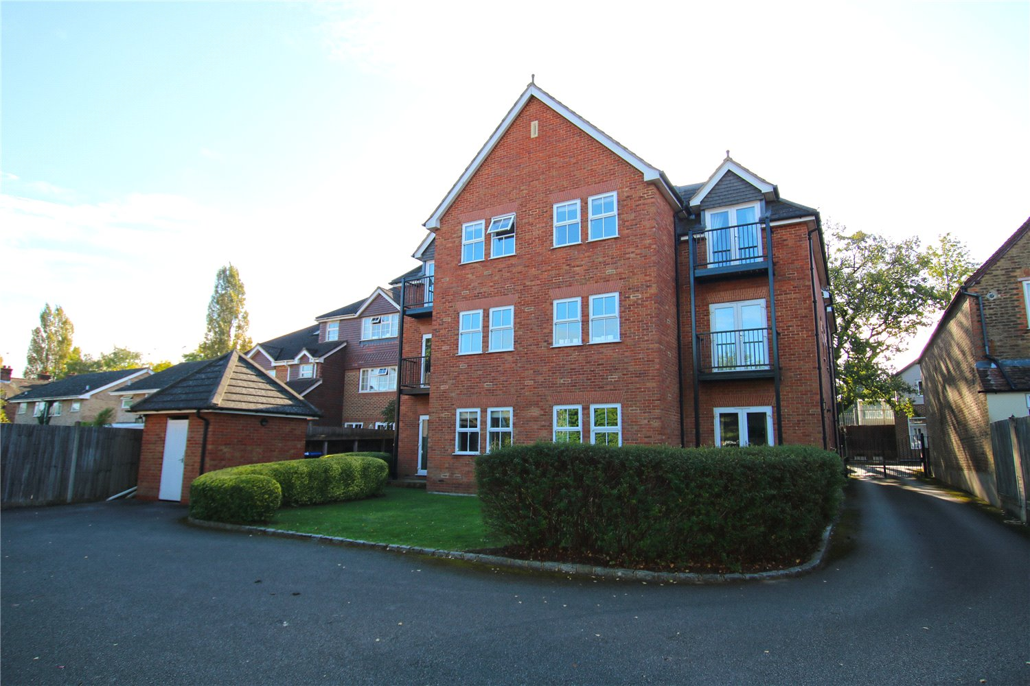 2 Bedrooms Apartment Flat for sale in Mill Cleave, 11 Claremont Road, West Byfleet, Surrey, KT14