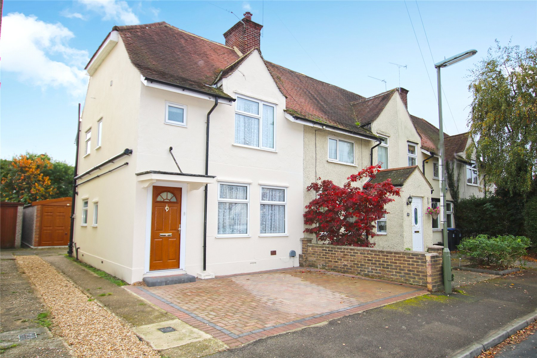 3 Bedrooms End Of Terrace House for sale in Dawson Road, Byfleet, Surrey, KT14