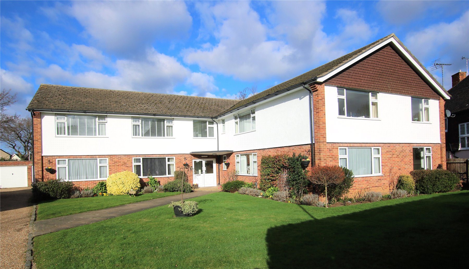 2 Bedrooms Apartment Flat for sale in Madeira House, Madeira Road, West Byfleet, Surrey, KT14