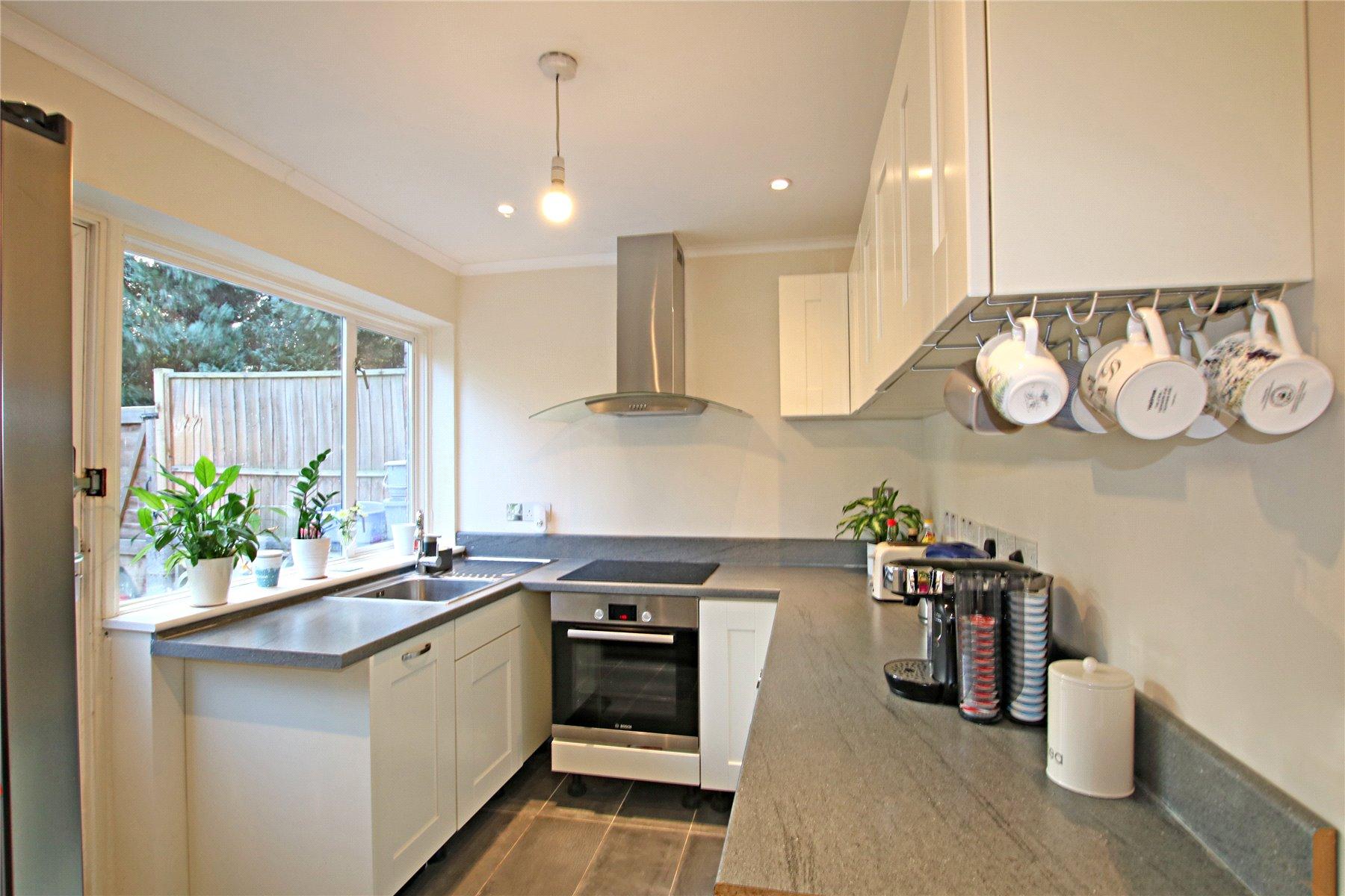 3 Bedrooms Semi Detached House for sale in Fosse Way, West Byfleet, Surrey, KT14