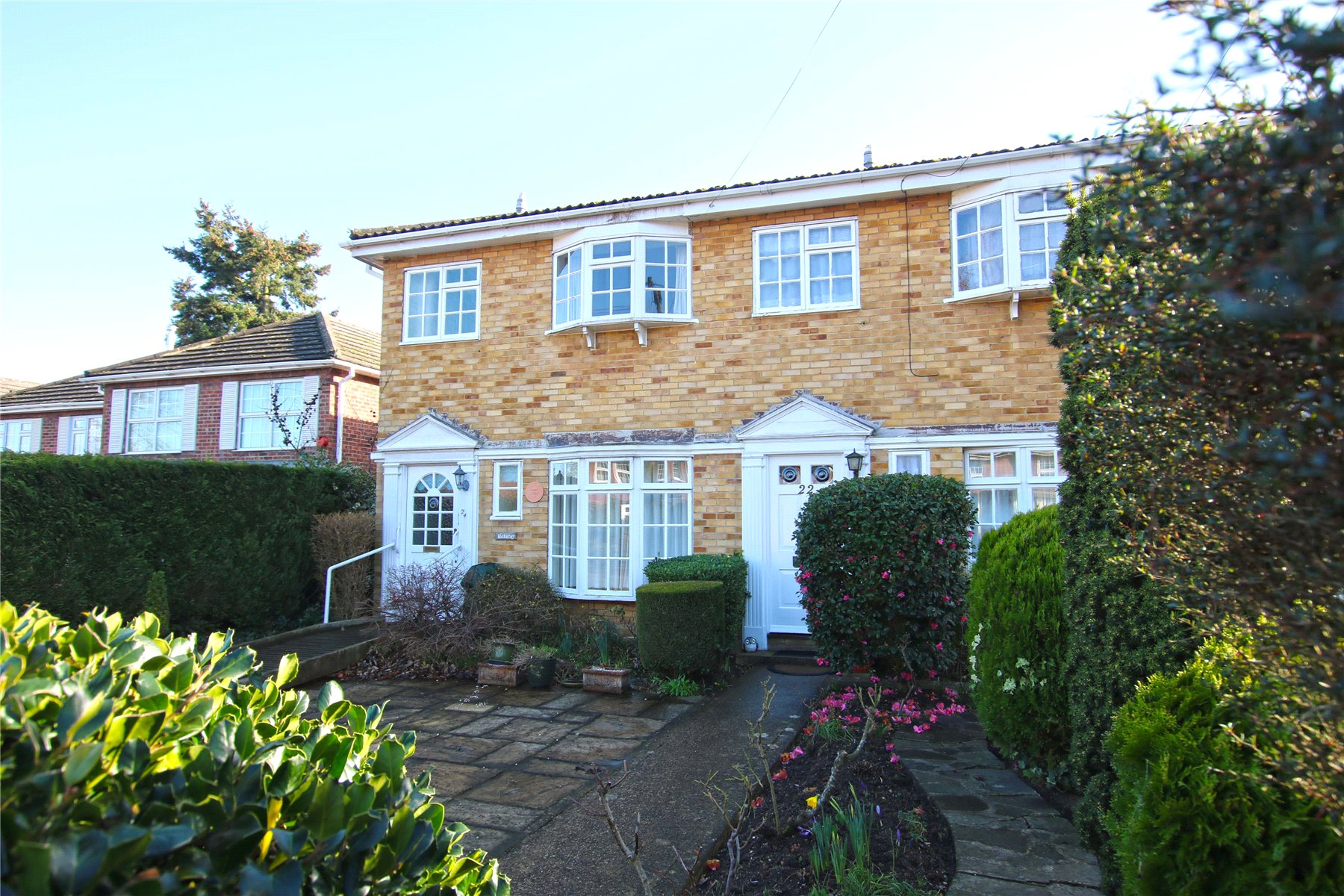 3 Bedrooms End Of Terrace House for sale in Madeira Road, West Byfleet, Surrey, KT14