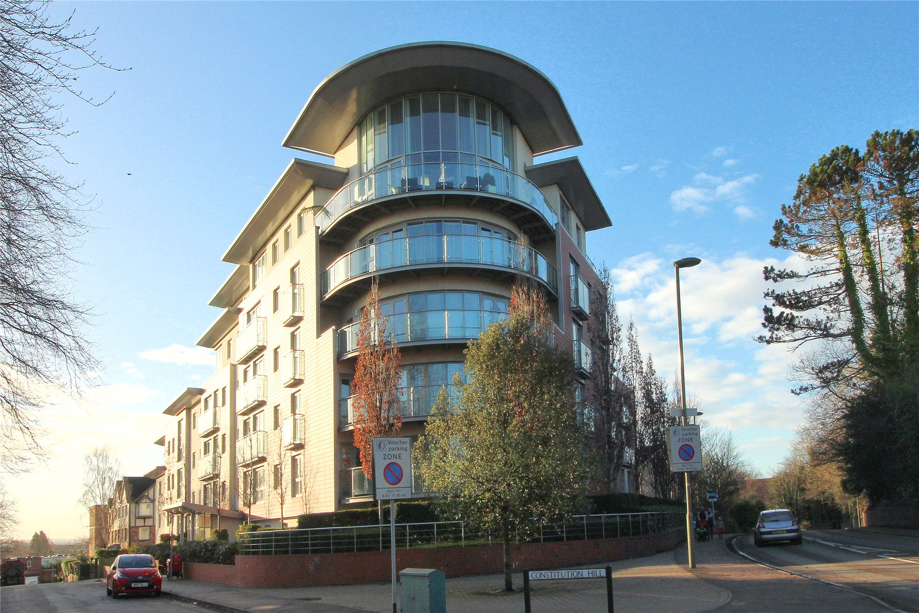 2 Bedrooms Apartment Flat for sale in Park Heights, Constitution Hill, Woking, Surrey, GU22