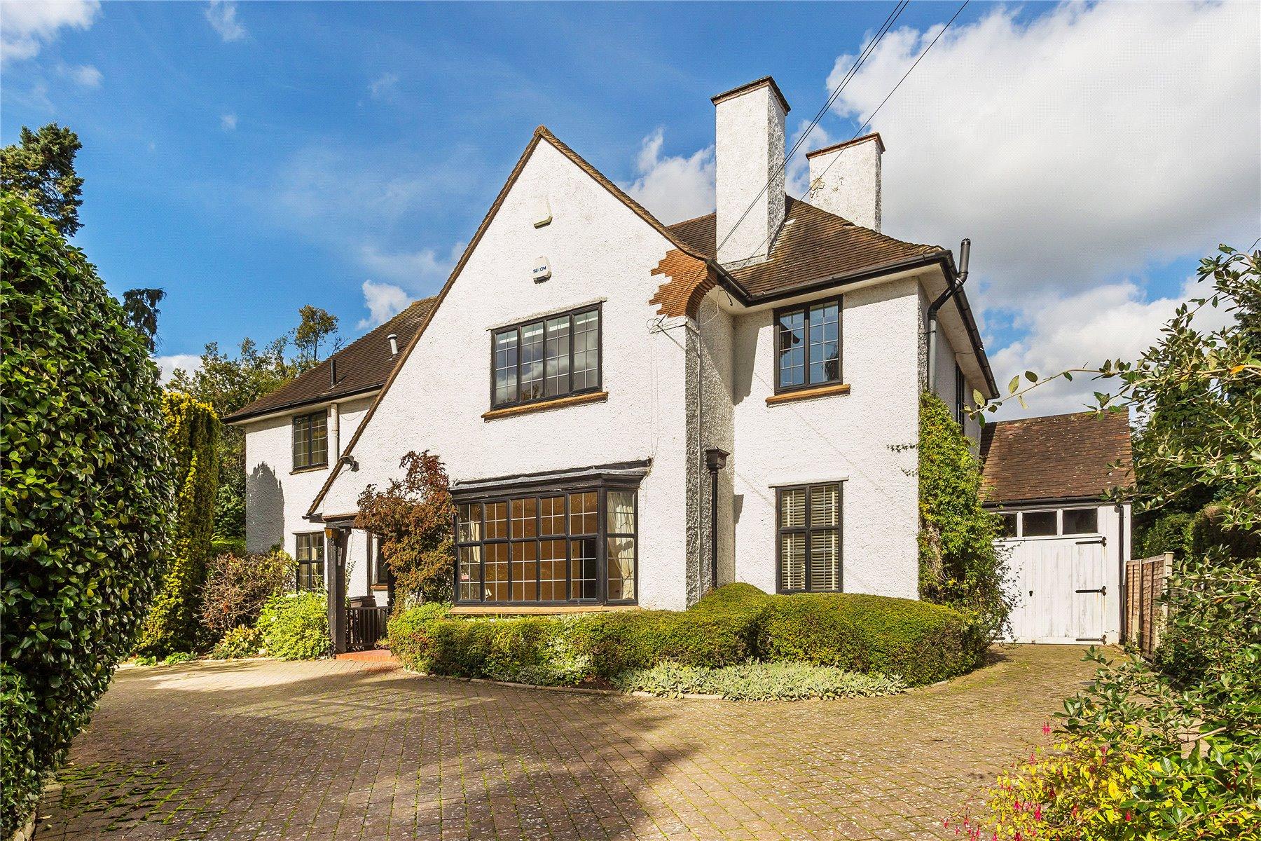 4 Bedrooms Detached House for sale in Ashwood Road, Woking, Surrey, GU22