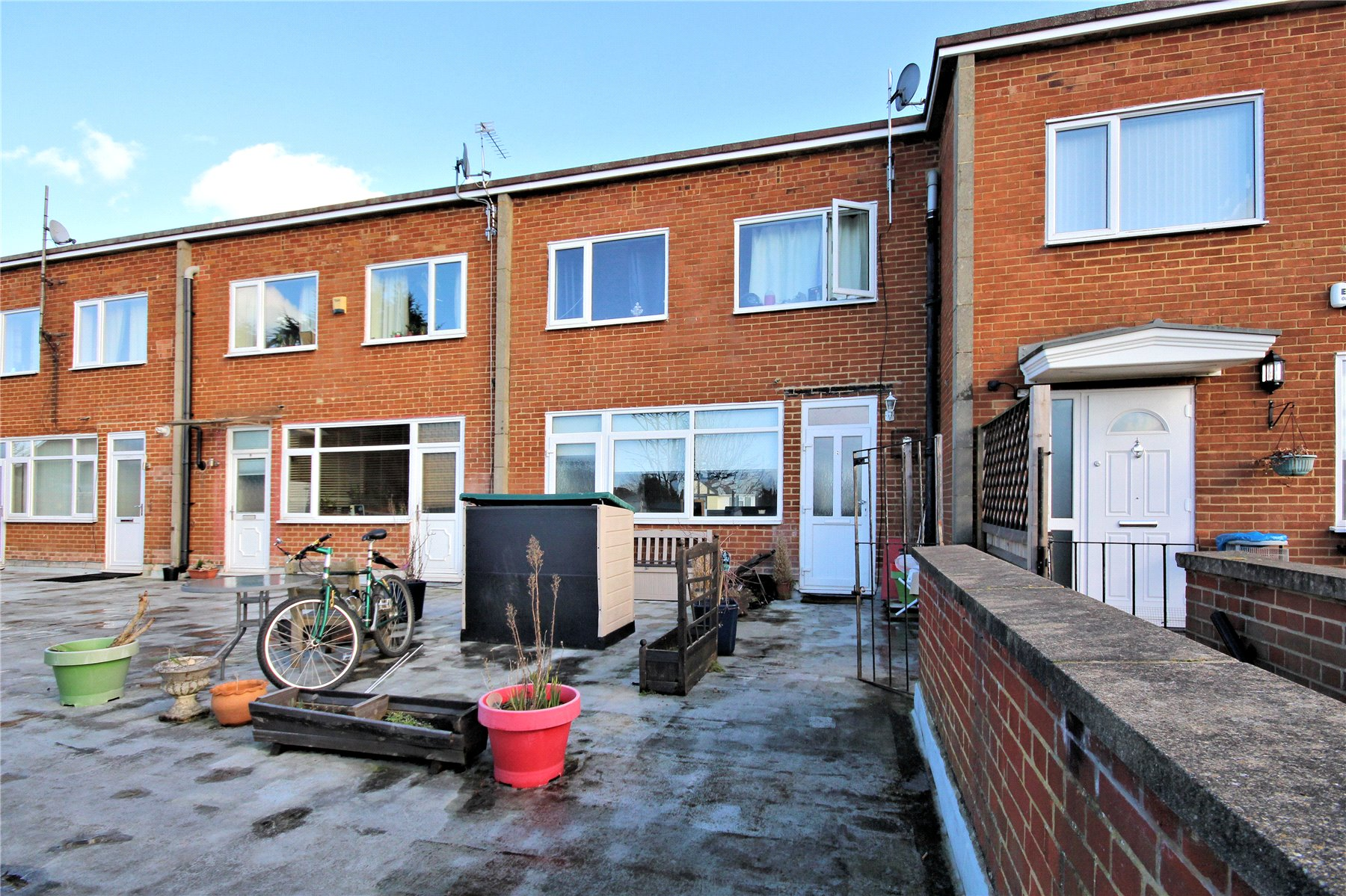 3 Bedrooms Maisonette Flat for sale in Ashcombe Parade, Old Woking, Surrey, GU22