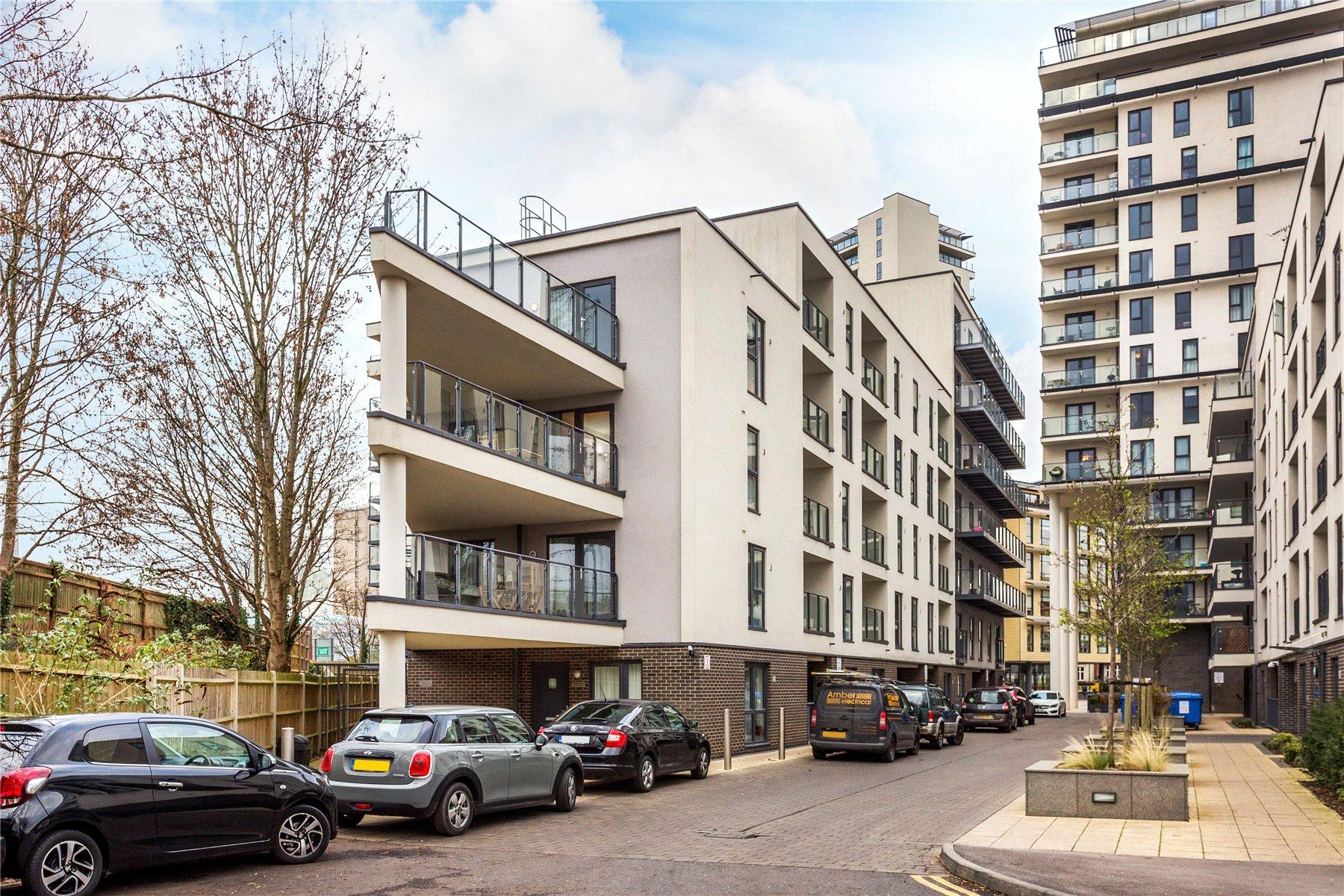 1 Bedroom Apartment Flat for sale in Nankeville Court, Guildford Road, Woking, Surrey, GU22