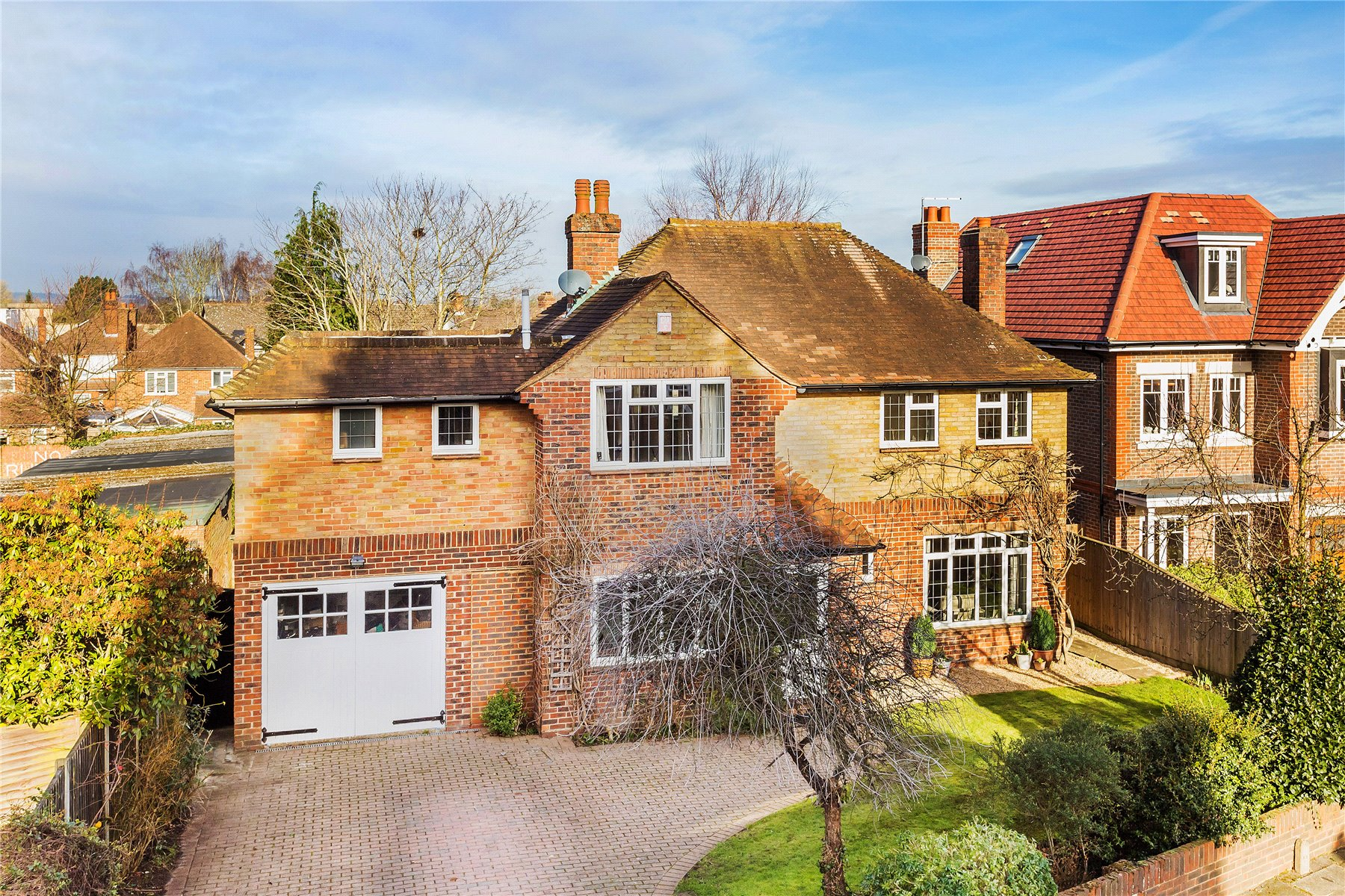 4 Bedrooms Detached House for sale in Mount Hermon Road, Woking, Surrey, GU22
