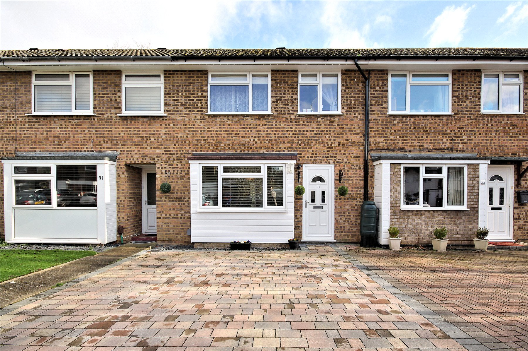 3 Bedrooms Terraced House for sale in Oakfield, Woking, Surrey, GU21