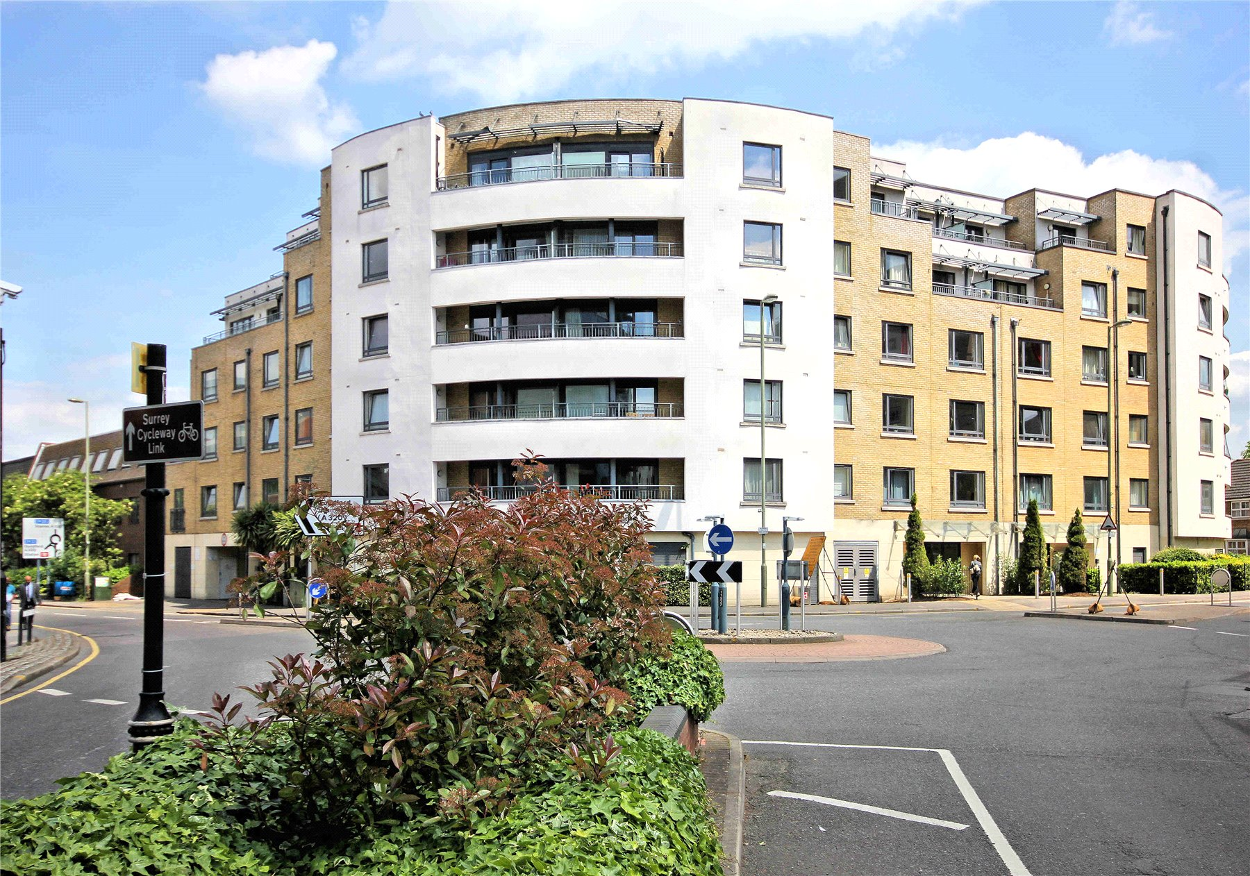 2 Bedrooms Apartment Flat for sale in William Booth Place, Stanley Road, Woking, Surrey, GU21
