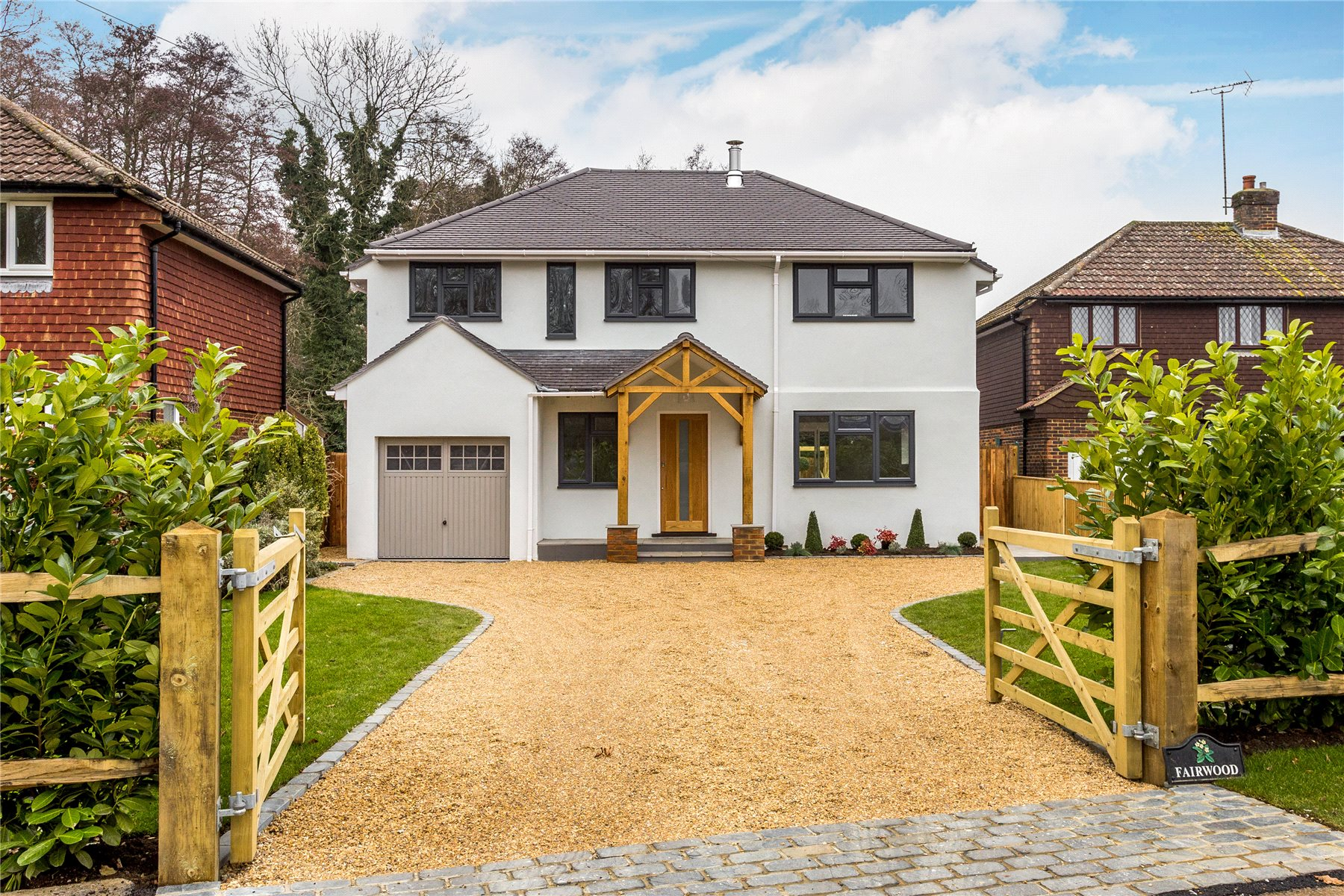 4 Bedrooms Detached House for sale in Guildford Road, Pirbright, Woking, Surrey, GU24